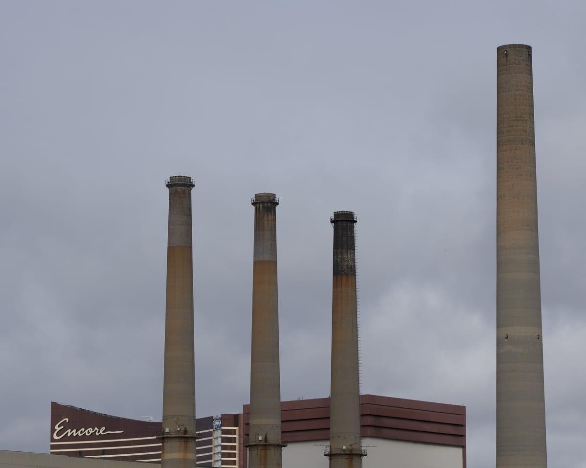 Maakaasulla ja polttoöljyllä toimiva voimalaitos Massachusettsissa.
