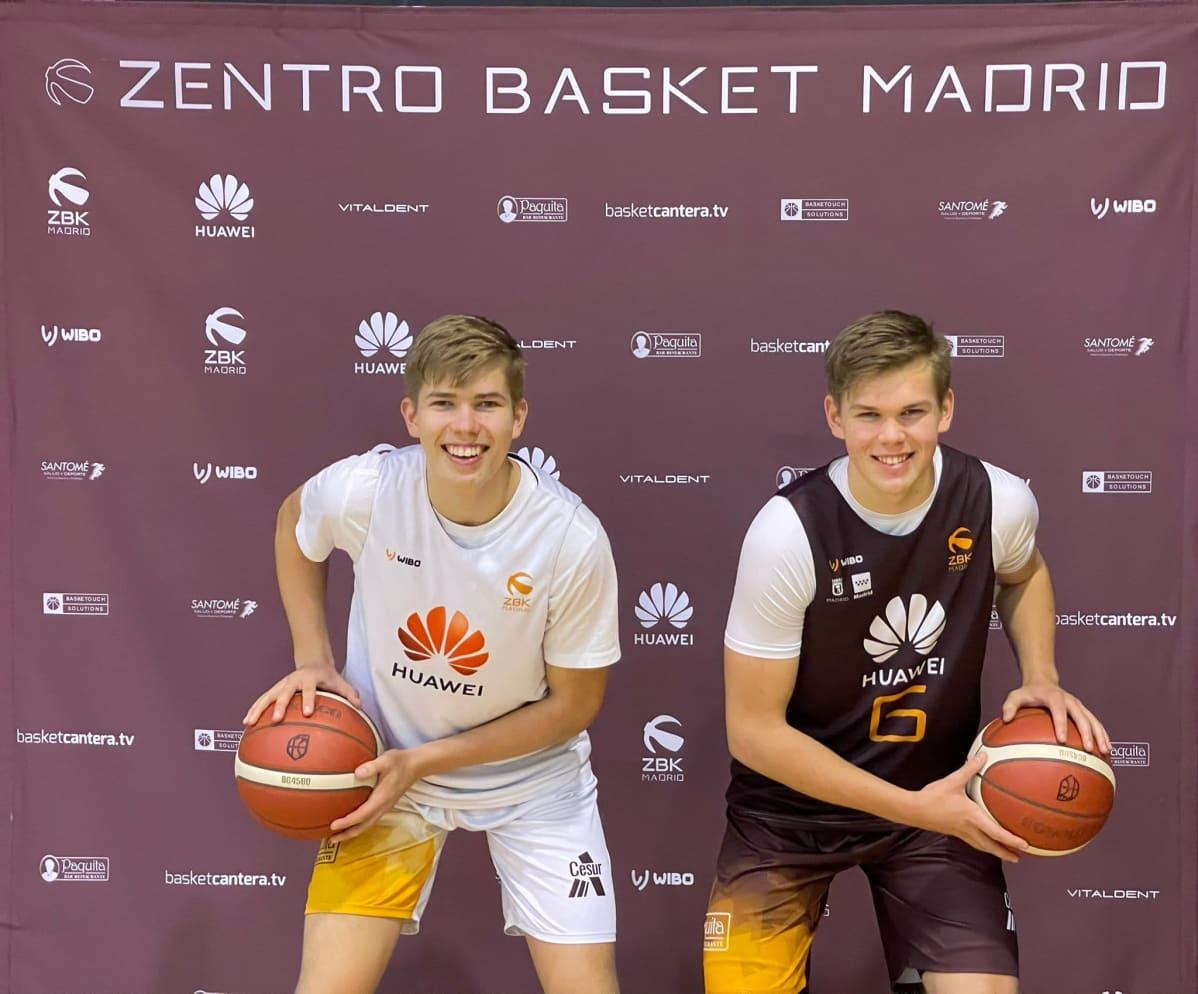 Eetu ja Joona Heinonen pelaavat koripalloa Espanjassa.