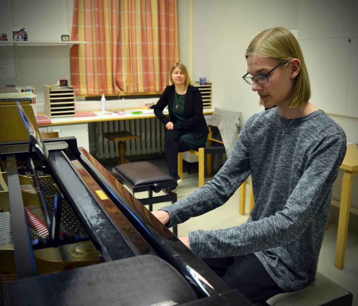 15-vuotias seinäjokelainen Lauri Mäki-Kojola on yksi lasten ja nuorten Uuno Klami -sävellyskilpailun finalisteista.