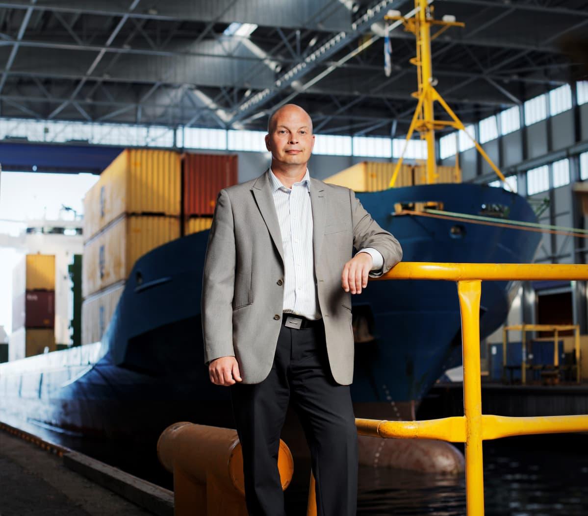 Kuvassa Kokkolan satamajohtaja Torbjörn Witting.