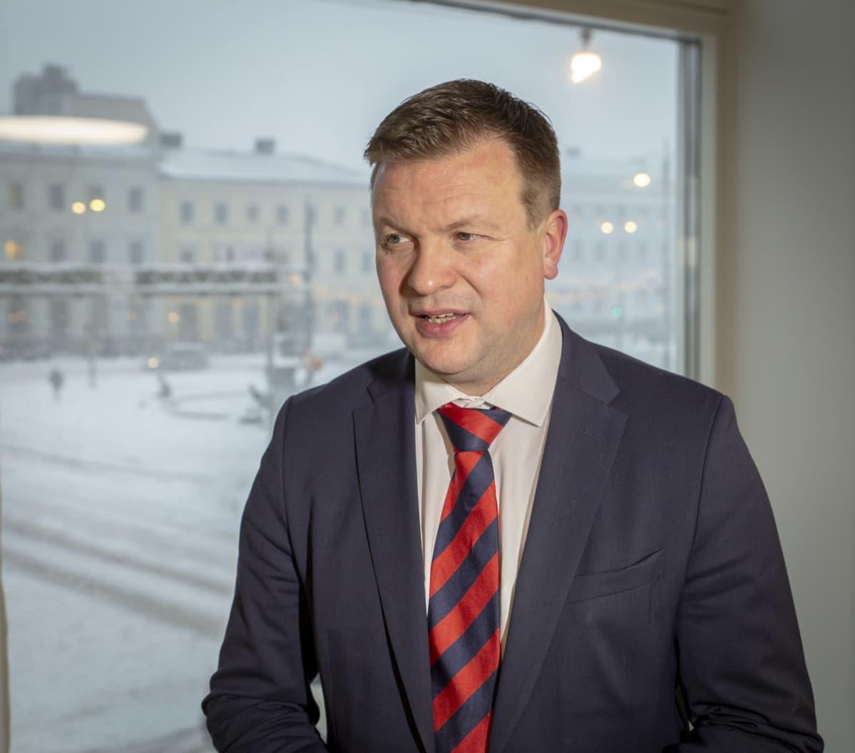 Kehitysyhteistyö- ja ulkomaankauppaministeri Ville Skinnari Ulkoministeriössä Helsingissä.