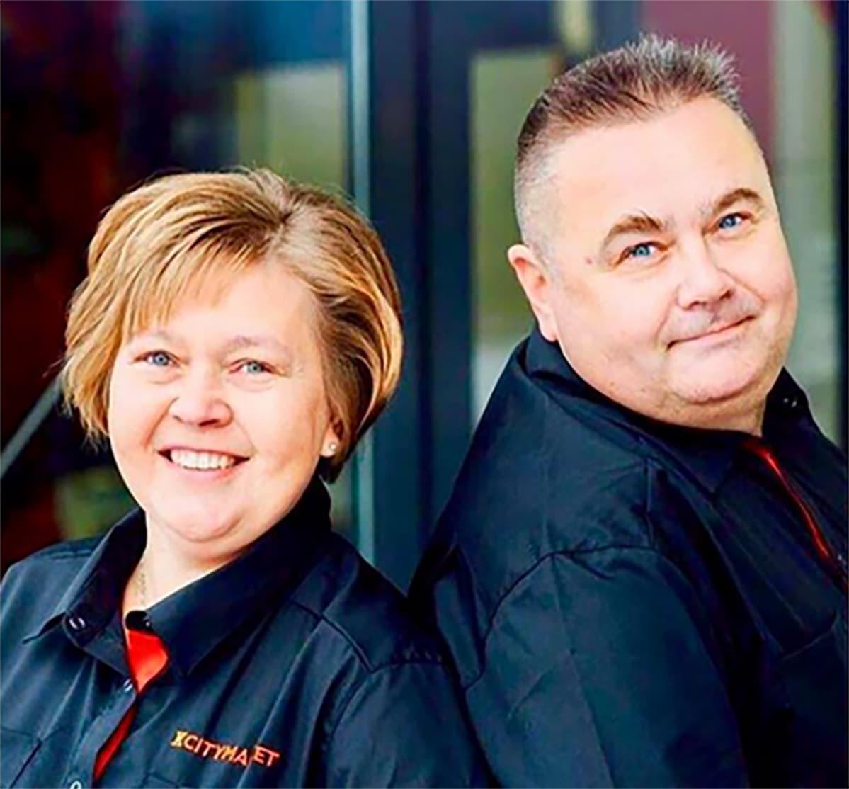Loimaan K-Citymarketin kauppiaat Mari ja Jyrki Koenkytö.