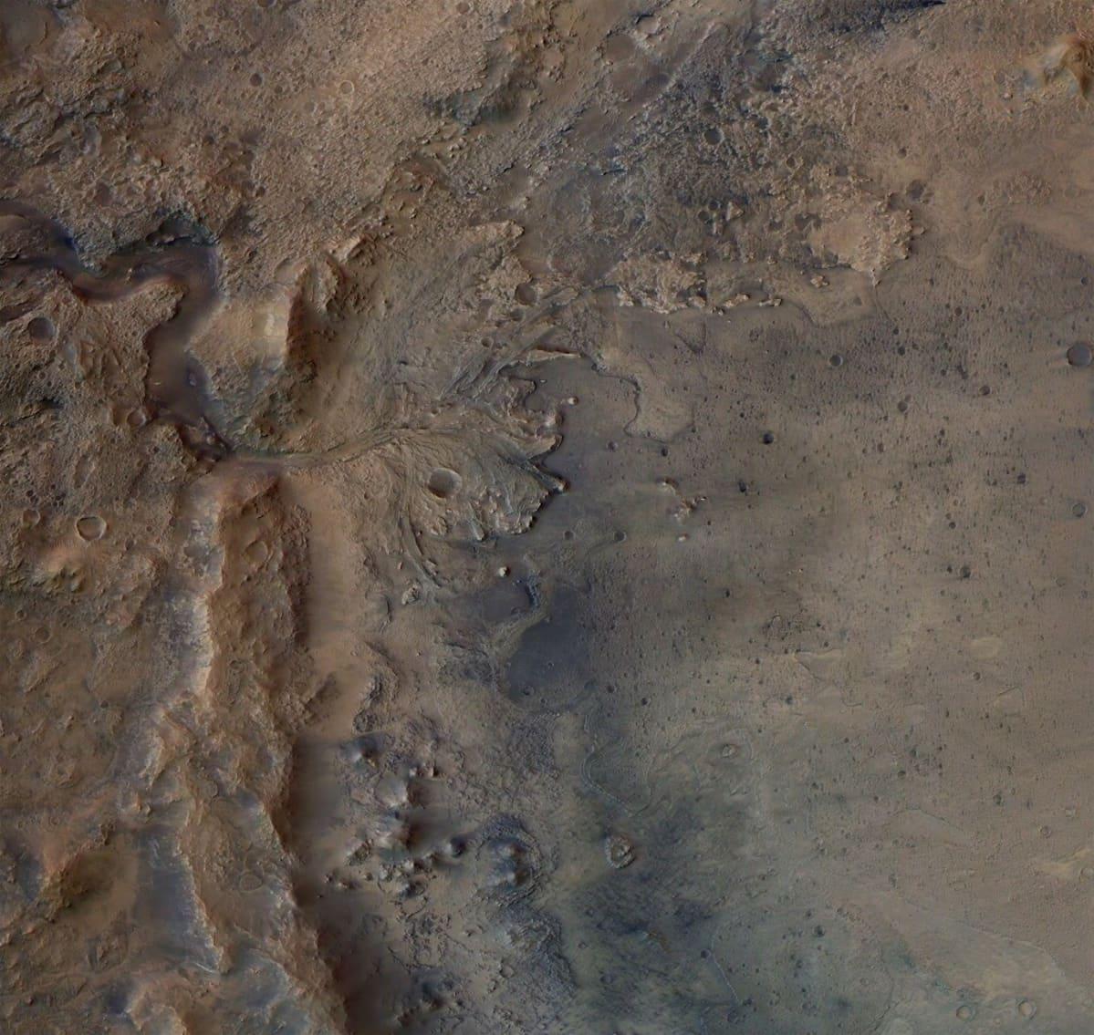 Marsin epätasaista pintaa.