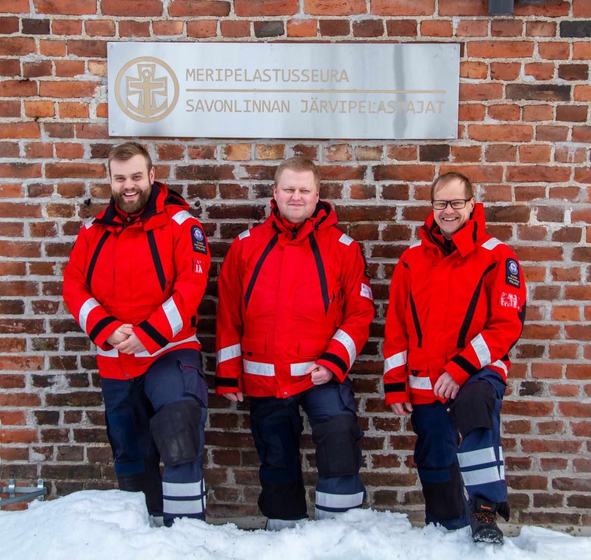 Savonlinnan Järvipelastajien pelastusvene Uuraan miehistö: Mikael Fyhr, Martin Lajunen ja Esa Hirvonen