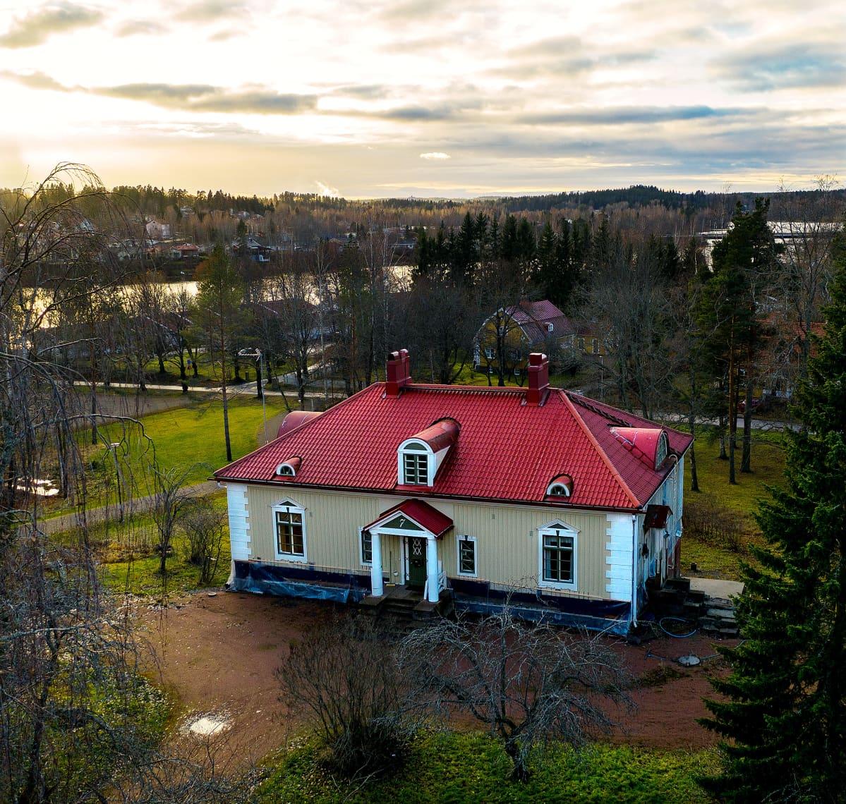 Ilmakuva Terttu Aallon Villa Ida -huvilasta.