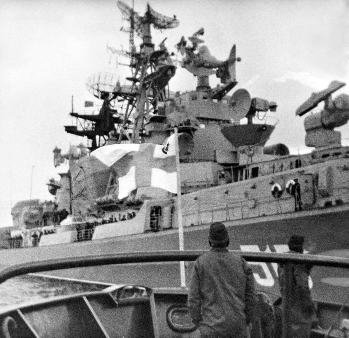Neuvostoliittolainen sukellusvenehävittäjä Slavnyi Hangon edustalla.