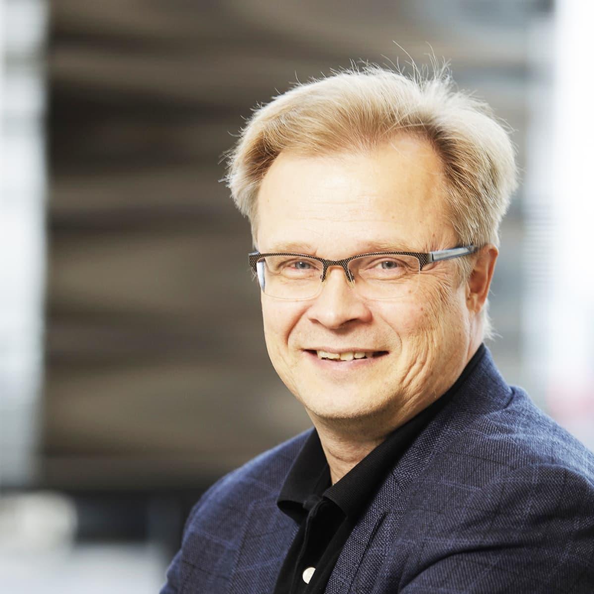 Akatemiaprofessori Hannu Häkkinen