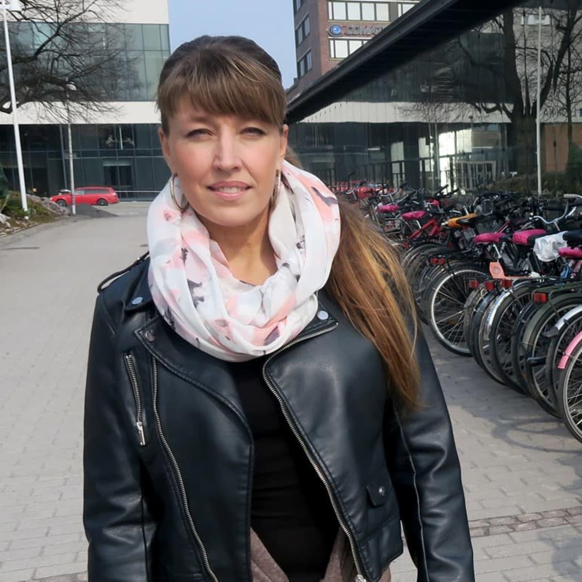 Jenni Airaksinen, , Tampereen yliopiston kunta- ja aluejohtamisen yliopistonlehtori