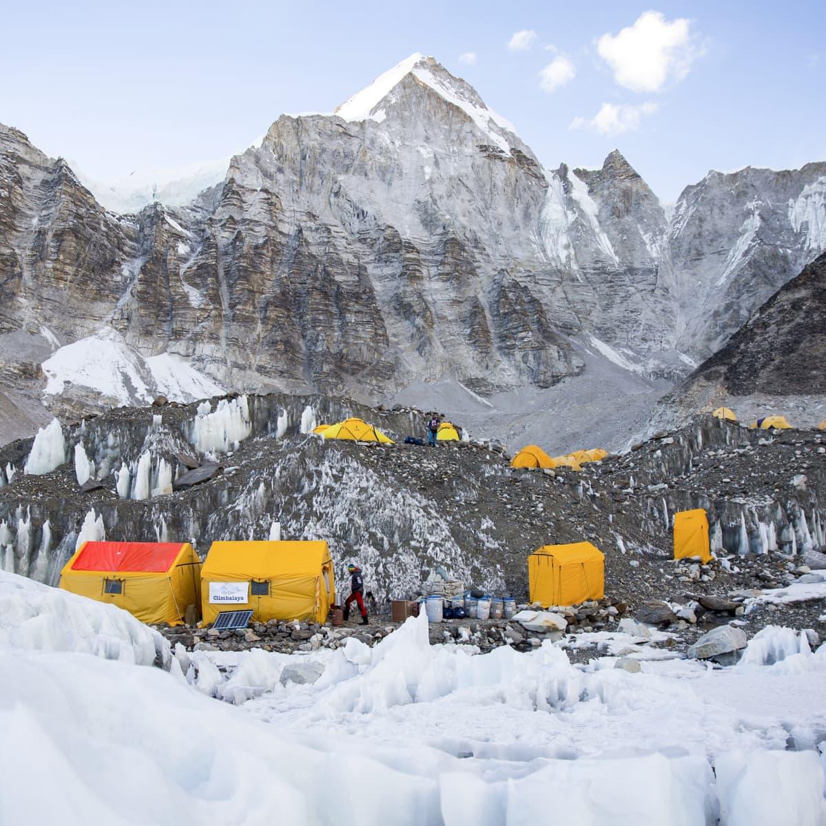 Telttoja Mount Everestin basecampissa.
