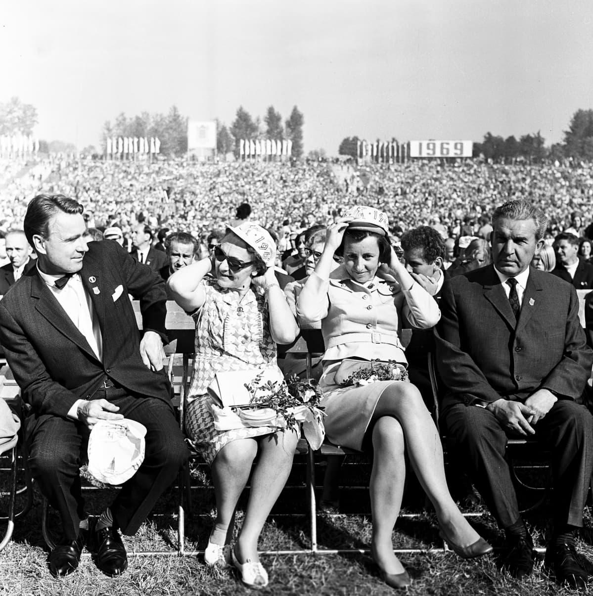 Mauno ja Tellervo Koivisto Tallinnan laulujuhlilla vuonna 1969.