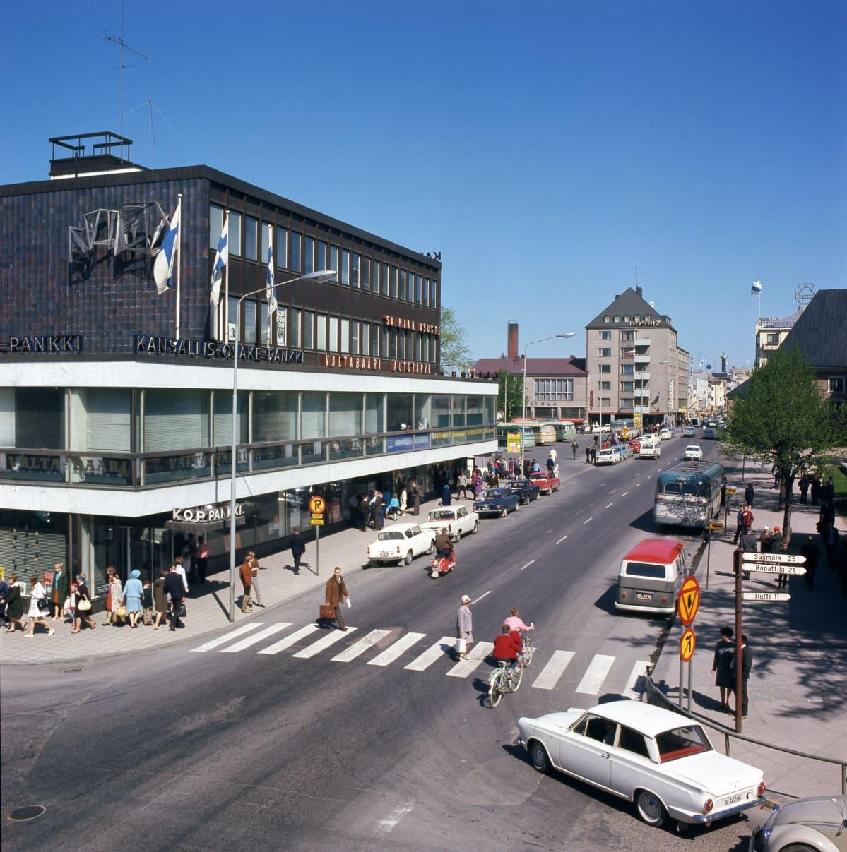 Katunäkymä Lappeenrannan Valtakadulta vuonna 1969.