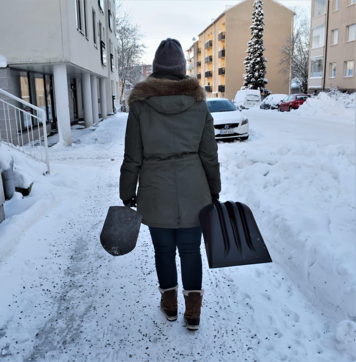 Lapiosoturi Katja Kunnari kaipaa yhteisvastuuta lumiesteiden poistoon