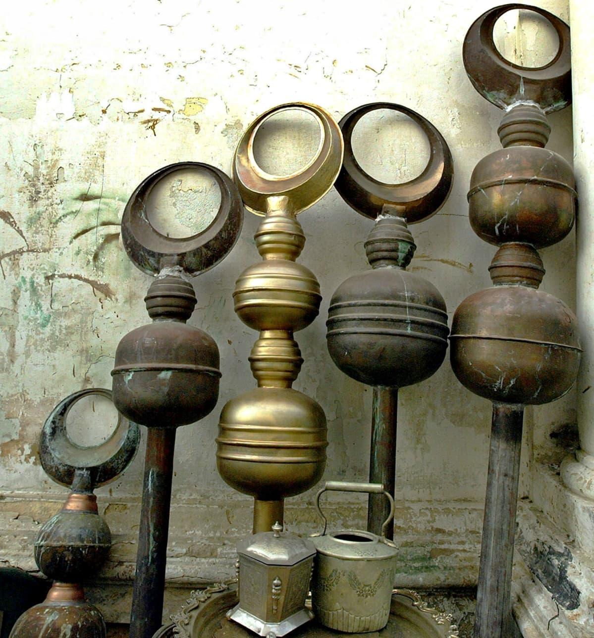Islamin symboleja kuparista valmistettuna.