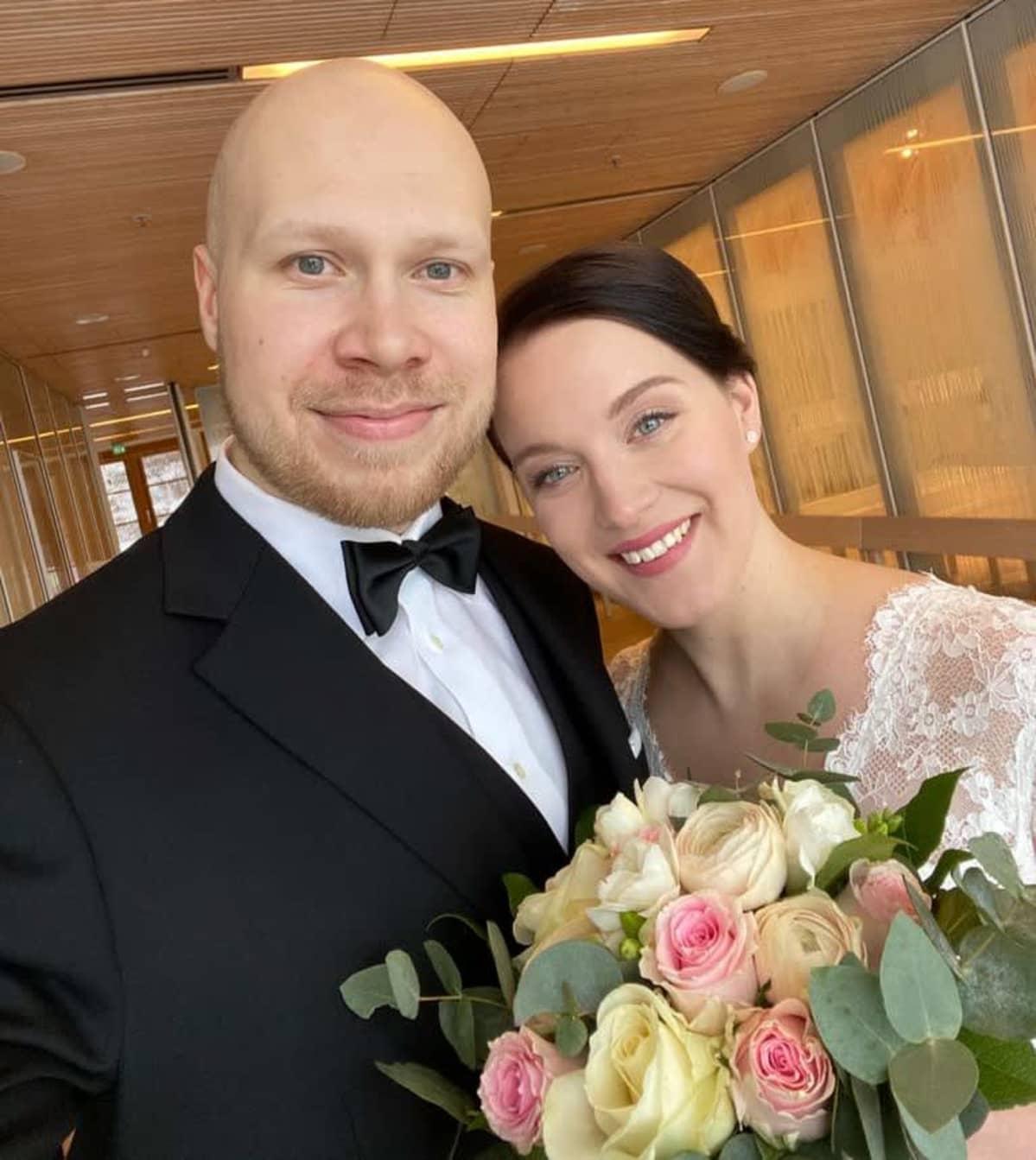 Samuli ja Riina Välimäki hymyilevät kameralle.