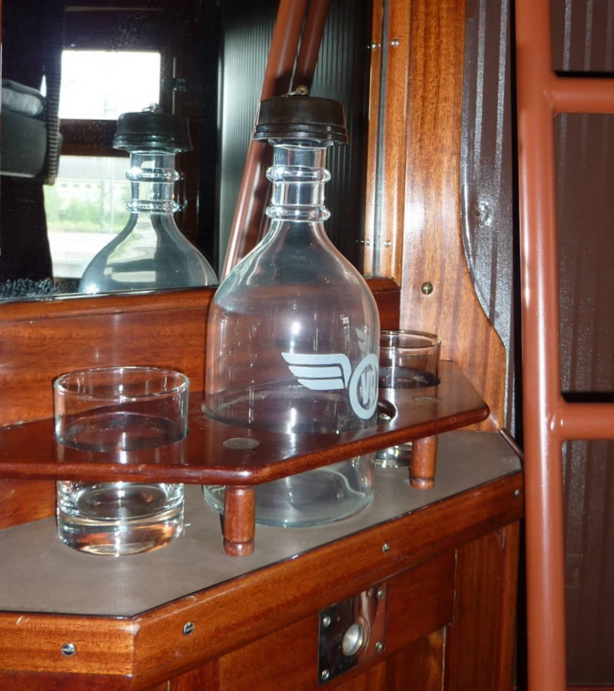 Juomapullo salonkivaunussa