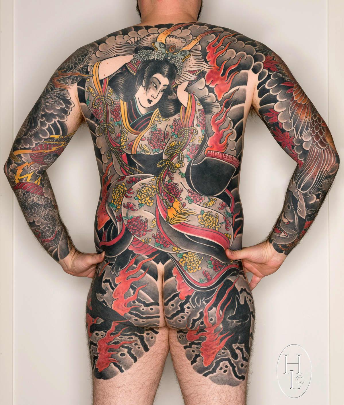 Larjasto ei halua laittaa kuvaamiaan tatuointeja paremmuusjärjestykseen, mutta nostaa yhdeksi hienoimmista tämän japanilaisten puupiirrosten mukaan tehdyn kuvan.