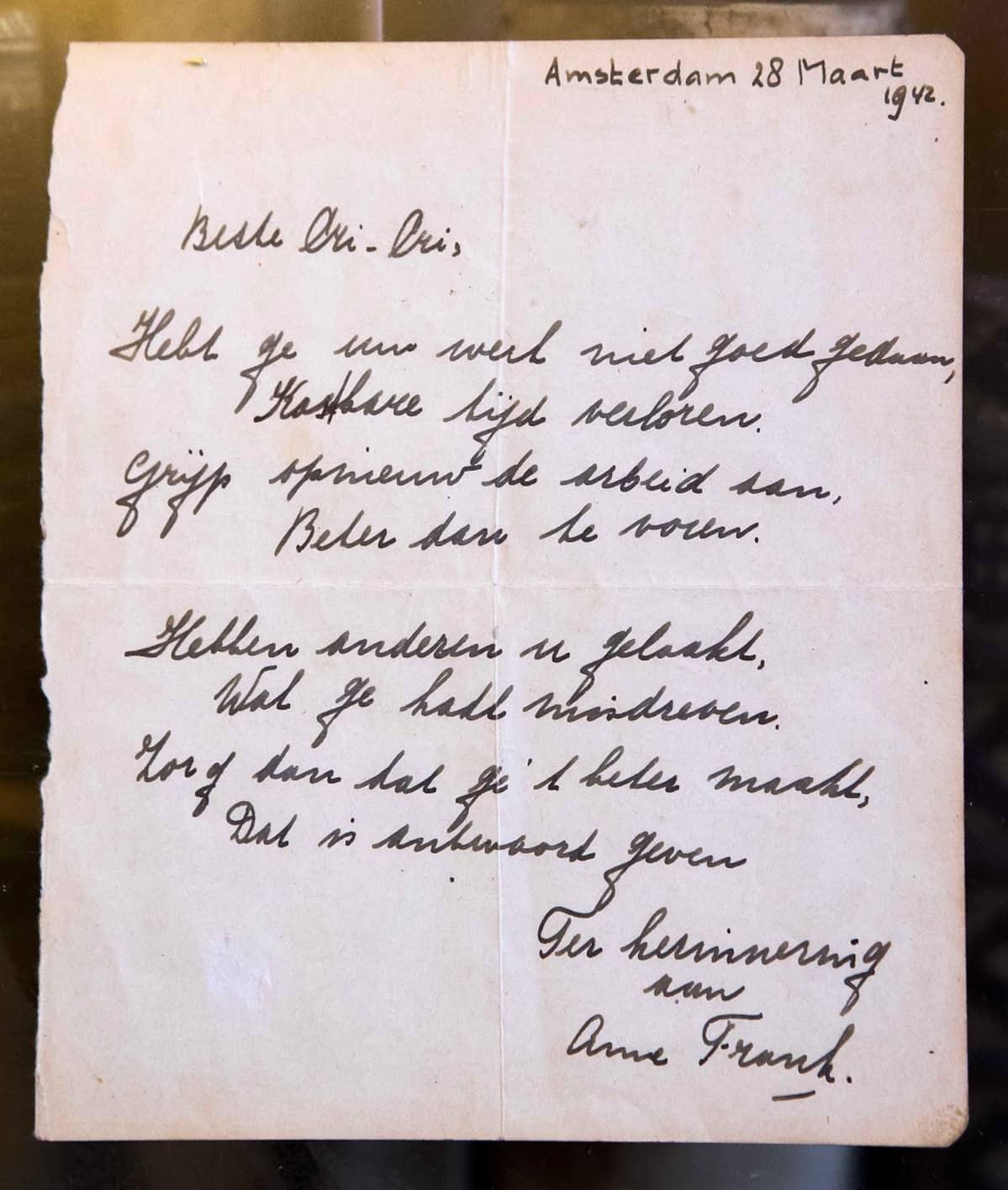 Harvinainen käsinkirjoitettu runo Anne Frankilta. Se on päivätty 28. maaliskuu 1942 eli hän oli kirjoittanut sen vähän ennen kuin piiloutui perheensä kanssa natsien vainoja. Kirje myytiin huutokaupassa Hollannissa marraskuuta 2016.