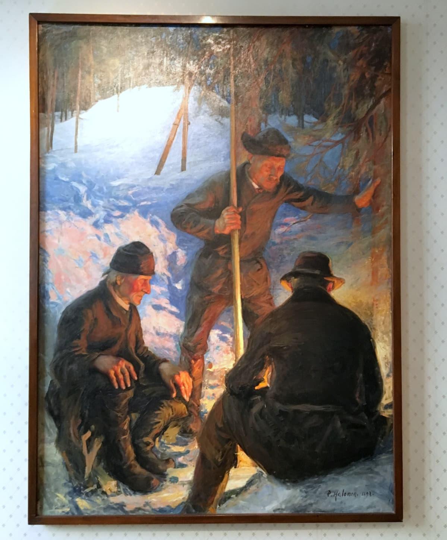 """Pekka Halosen maalaus """"Tukkinuotiolla"""" (1893) koristaa Korkeimman oikeuden toimitilojen aulaa."""
