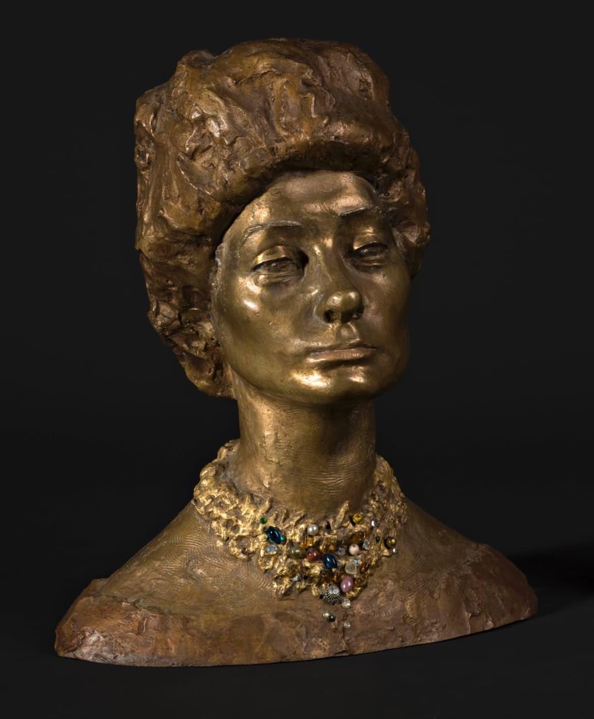 Anne-Marie le Guyadier, 1959 (pronssiveistos, polykromi) Oulun taidemuseon kokoelma. Kuva Anu Mykkänen