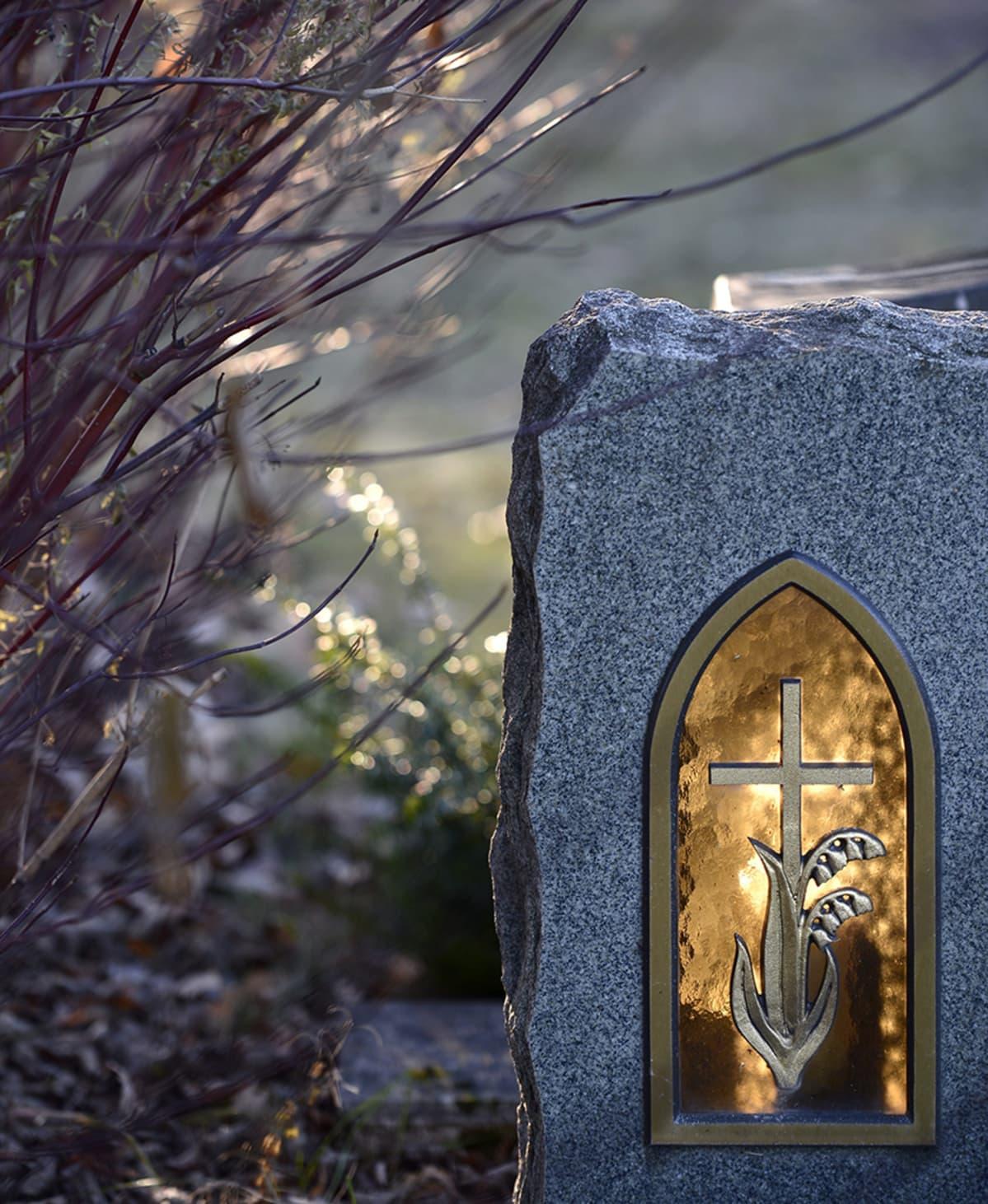 Kuva Pyhän Laurin kirkon hautausmaalta.
