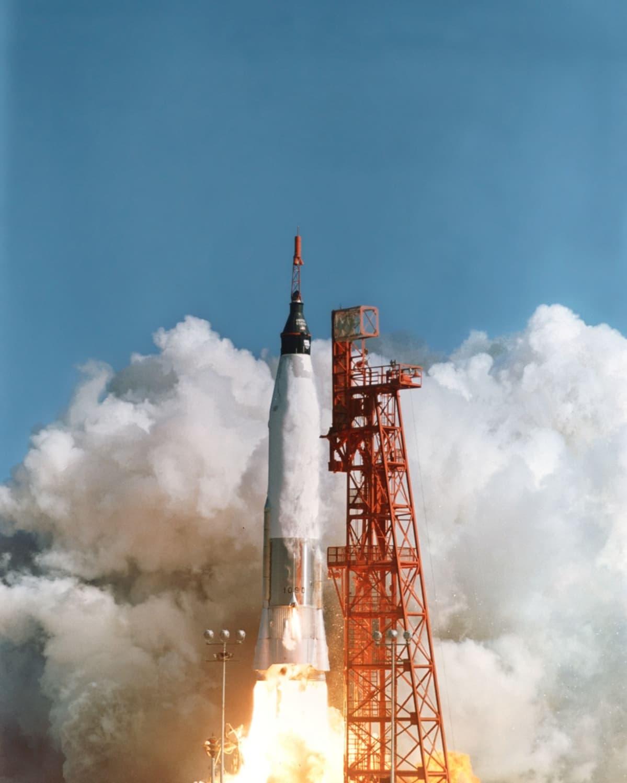 Friendship 7 -alus vei ensimmäisen amerikkalaisen, John Glennin, kiertämään Maata.