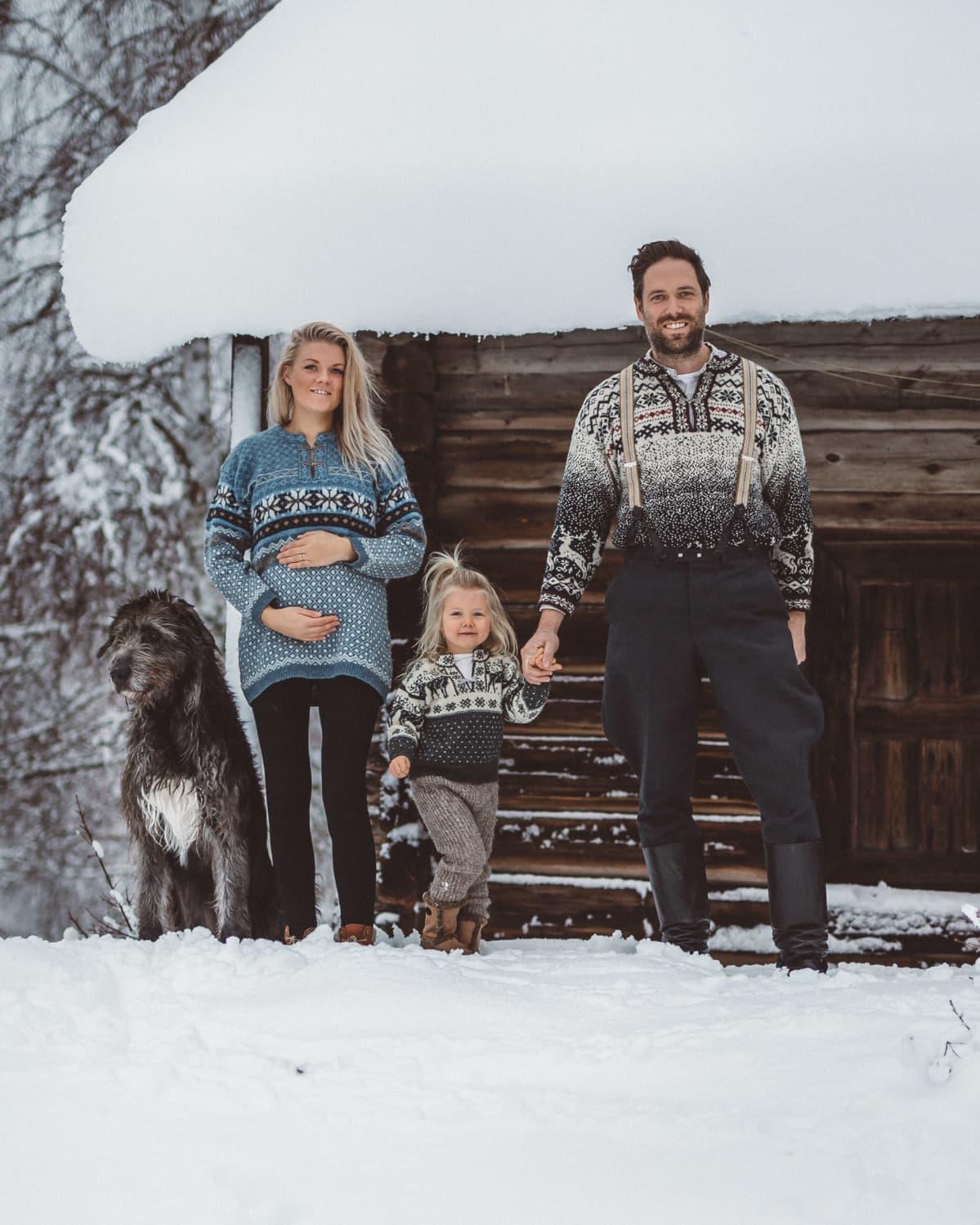 Anniina ja Juha Jalkanen tyttärensä Julian kanssa.