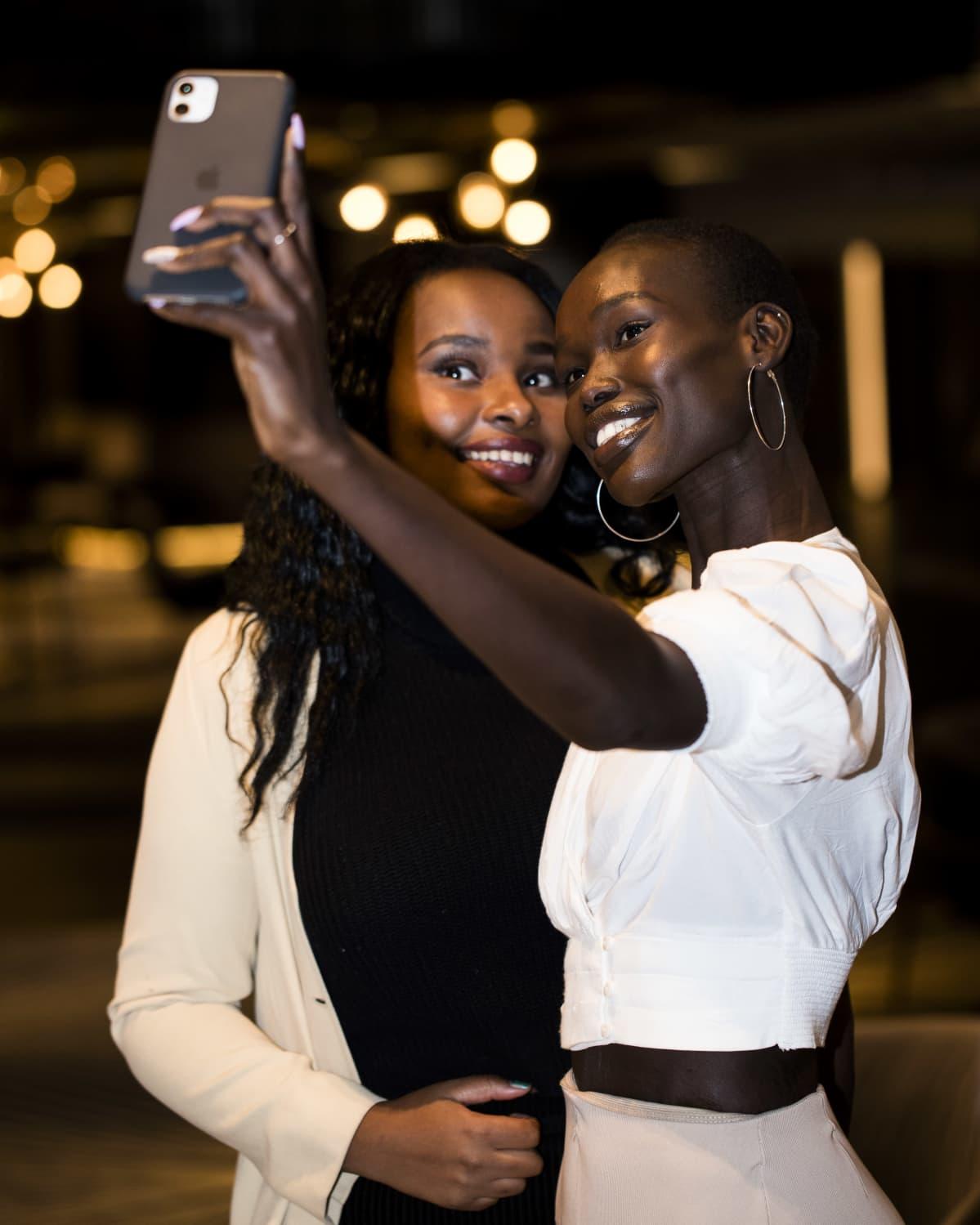 Clémence Habiyakare ja Monica Tor.