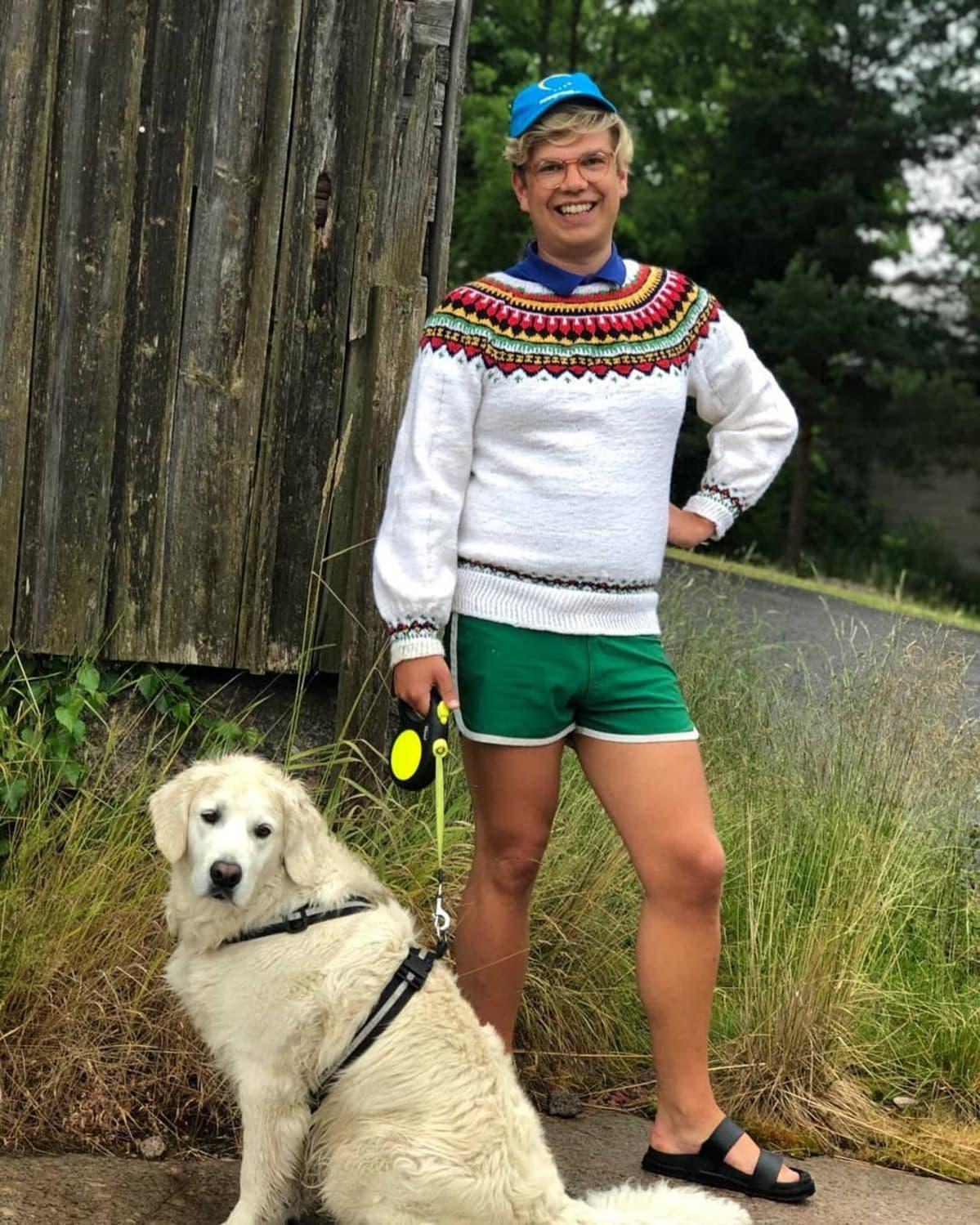 Miikka Koski koiransa Onnin kanssa ulkoilemassa.