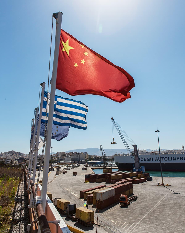 Kiinalaisen Coscon omistama Pireus on yksi Euroopan suurimmista satamista.