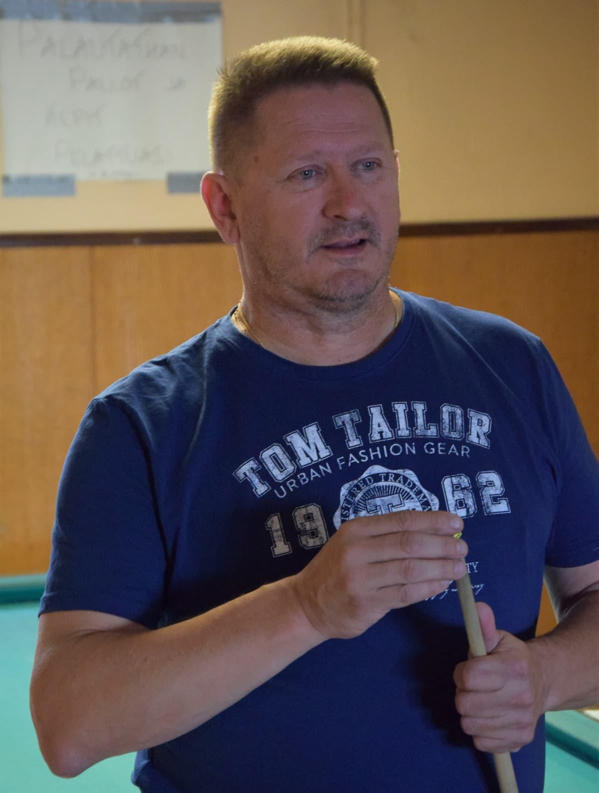 Ari Virtanen päätyi biljardipöydän äärestä tiskin taakse 21 vuotta sitten.
