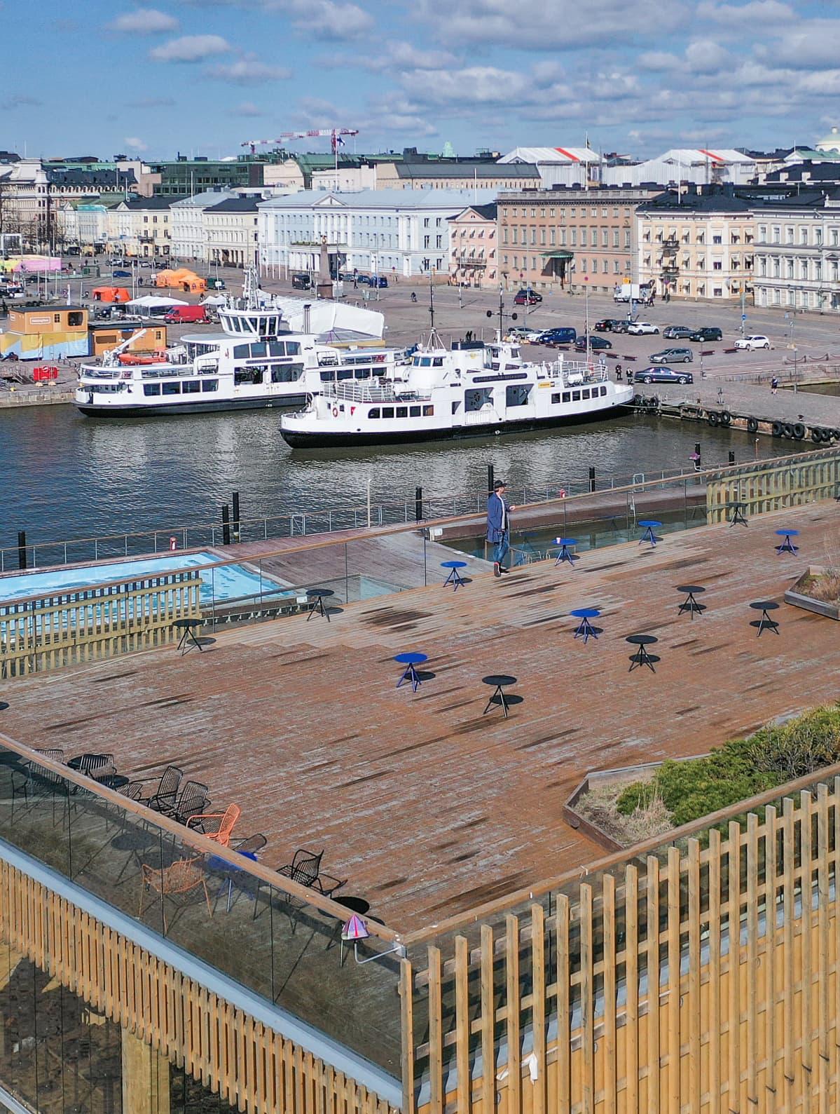 Suljettu Allas Sea Pool vappuaattona. Kim Heiniön arvion mukaan ravintolassa olisi normaalioloissa työskennellyt vappuna kolmisenkymmentä henkilöä palvelemassa yli tuhatta asiakasta.