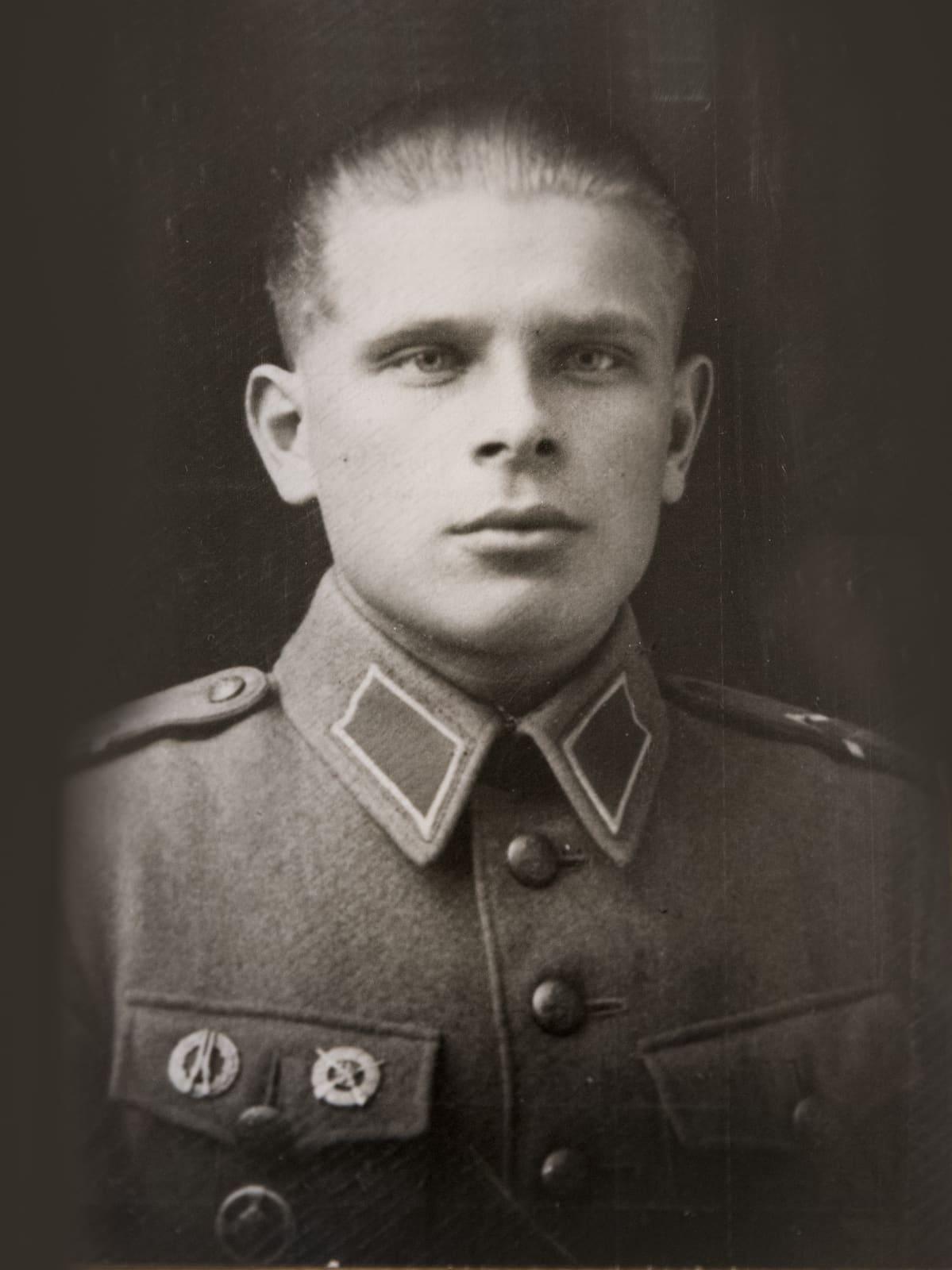 Aimo Koivunen, suomalainen sotilas, muotokuvassa.