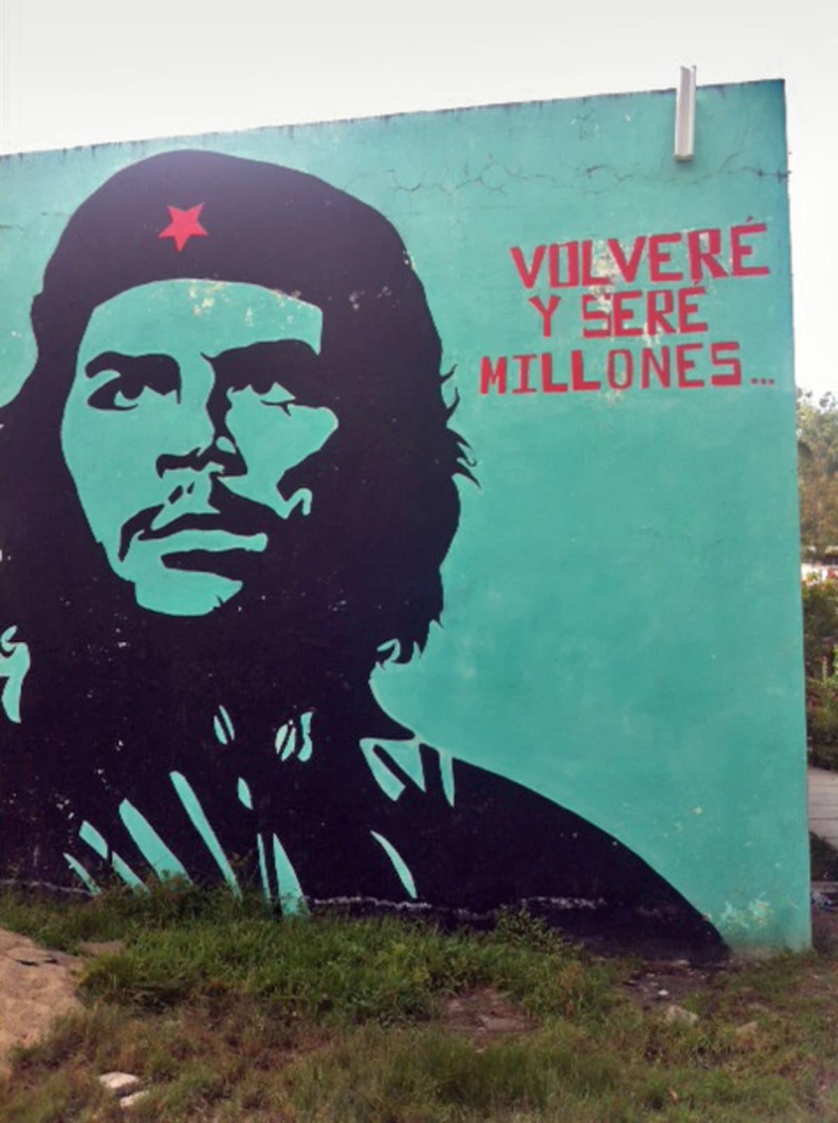 Ayotzinapan opettajakoulun julisteista huokuu väkevä vallankumousromantiikka.