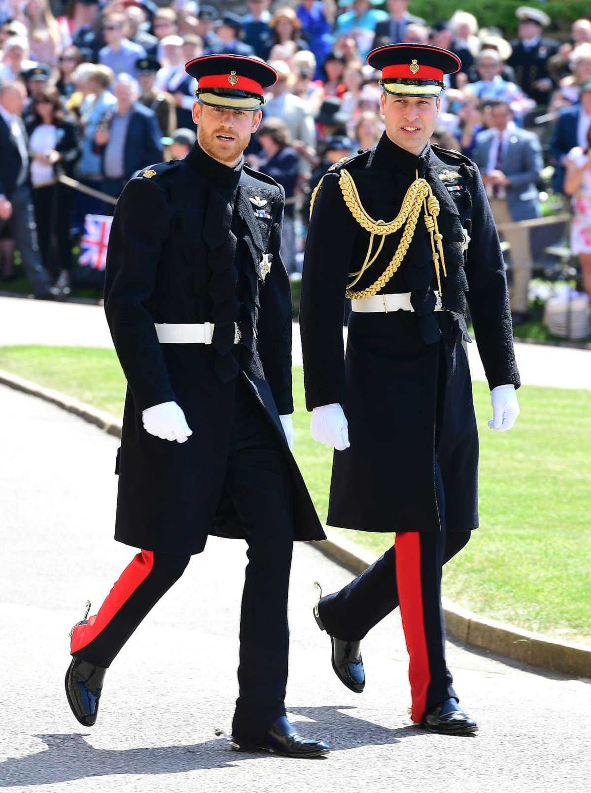 Kuinka kauan on prinssi William ja Kate Middleton seurustellutdating pitämällä kädet