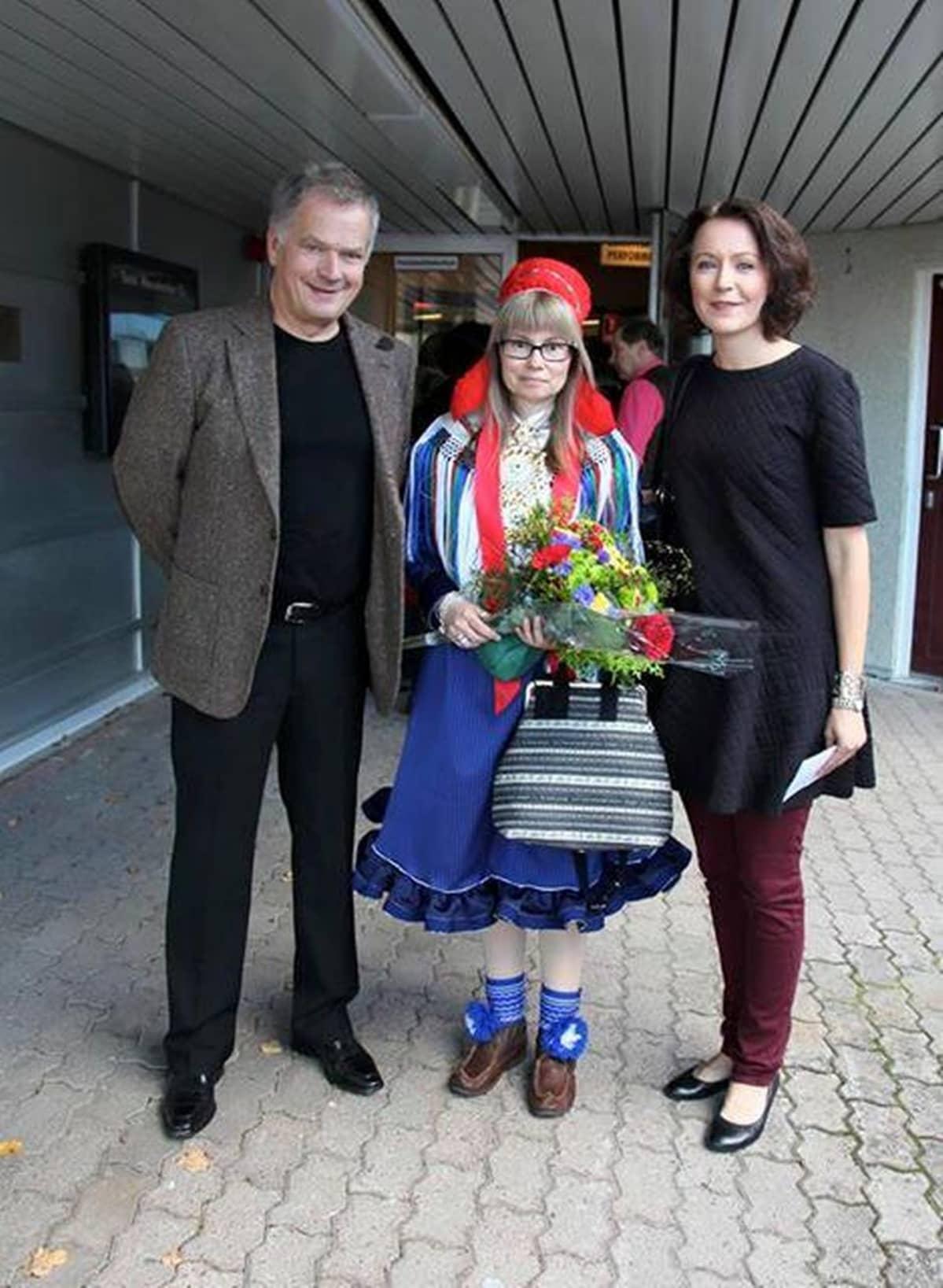 Sauli Niinistö, Outi Länsman ja Jenni Haukio Turku girjemeassuin 2015.