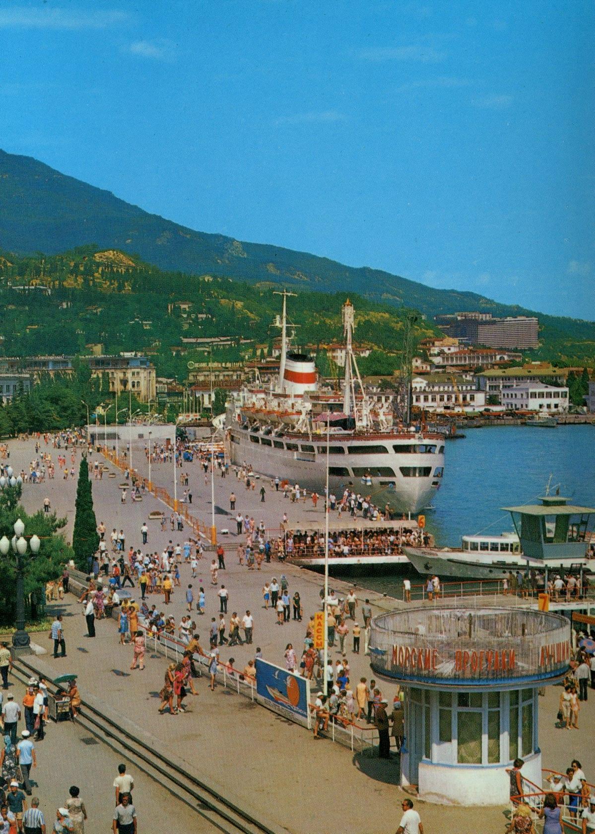 Postikortti Neuvostoliitosta. Satama Mustanmeren rannalla.
