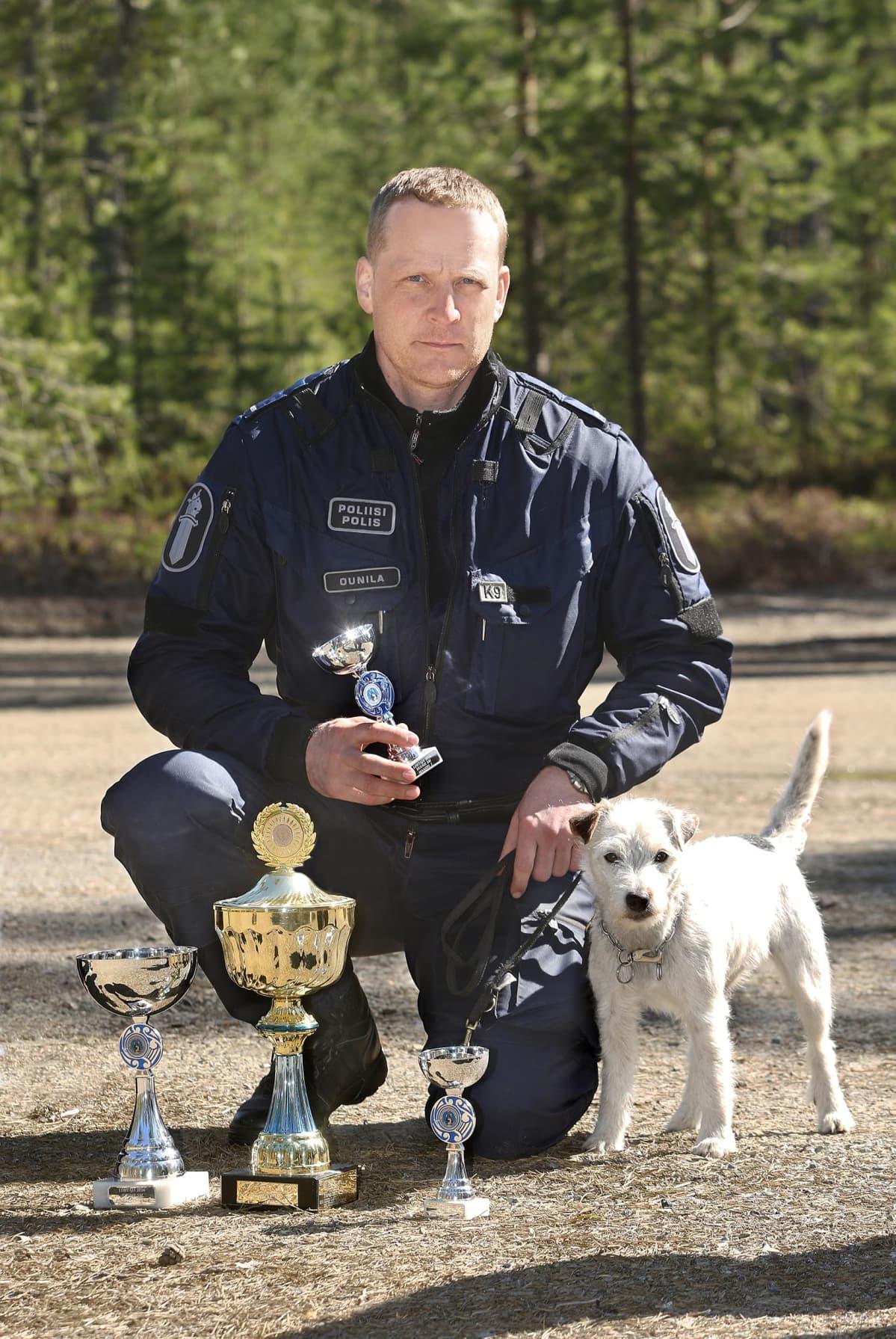 Miikka Ounila ja Jekku-koira voittivat poliisin huumekoirien SM-kisat.