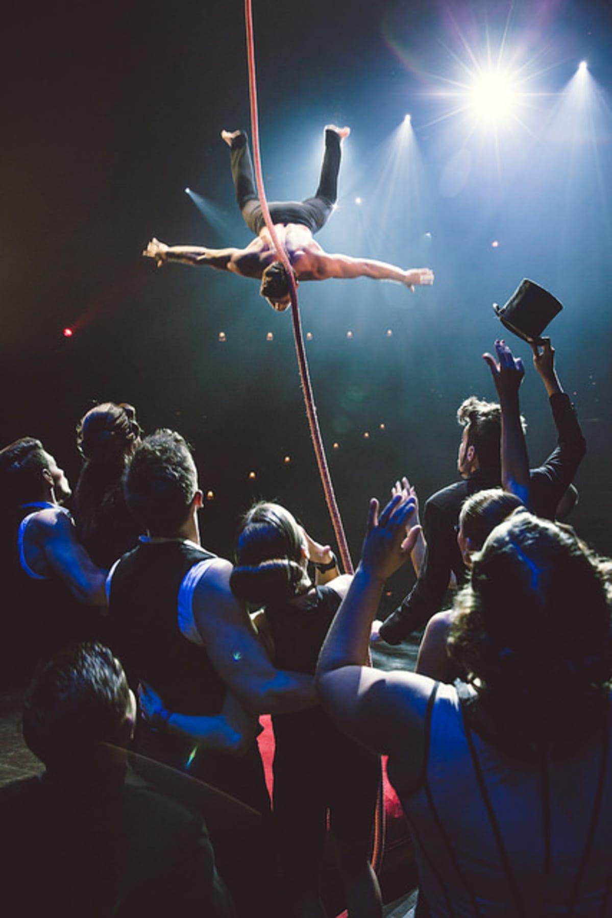 Paris de Nuit tuo sirkustunnelmaa.