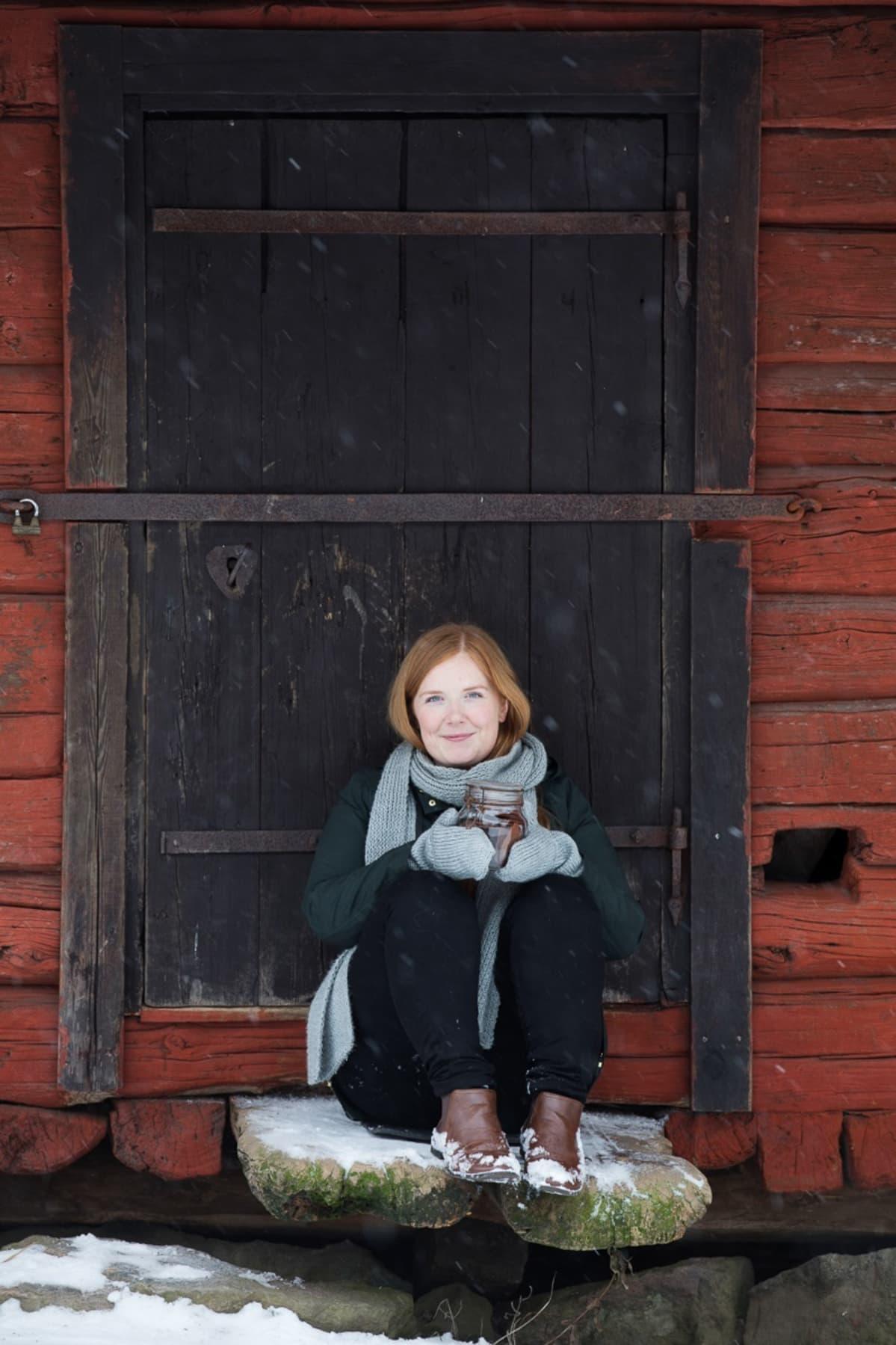 Elina Innanen on suositun Chocochili-blogin kirjoittaja