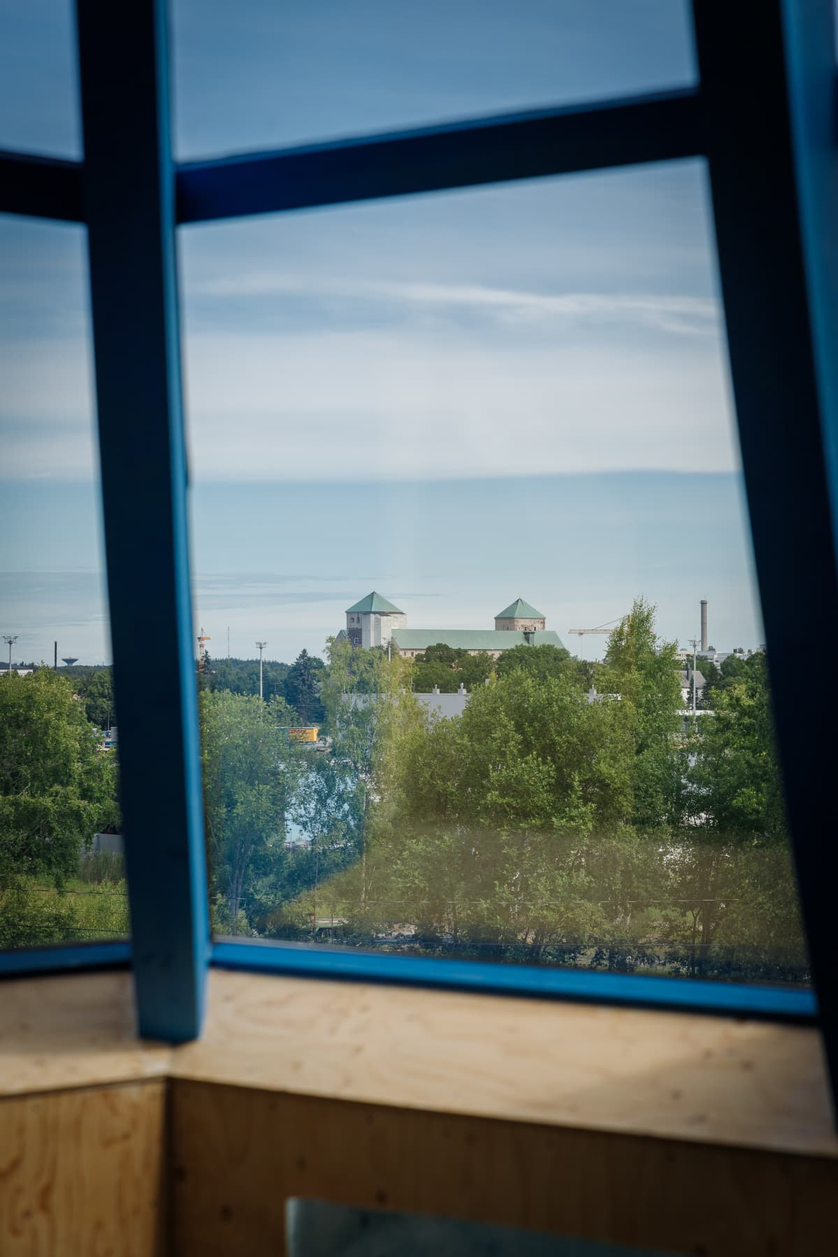 Näkymä Lehtitalon korkeimmasta kerroksesta Turun linnalle.