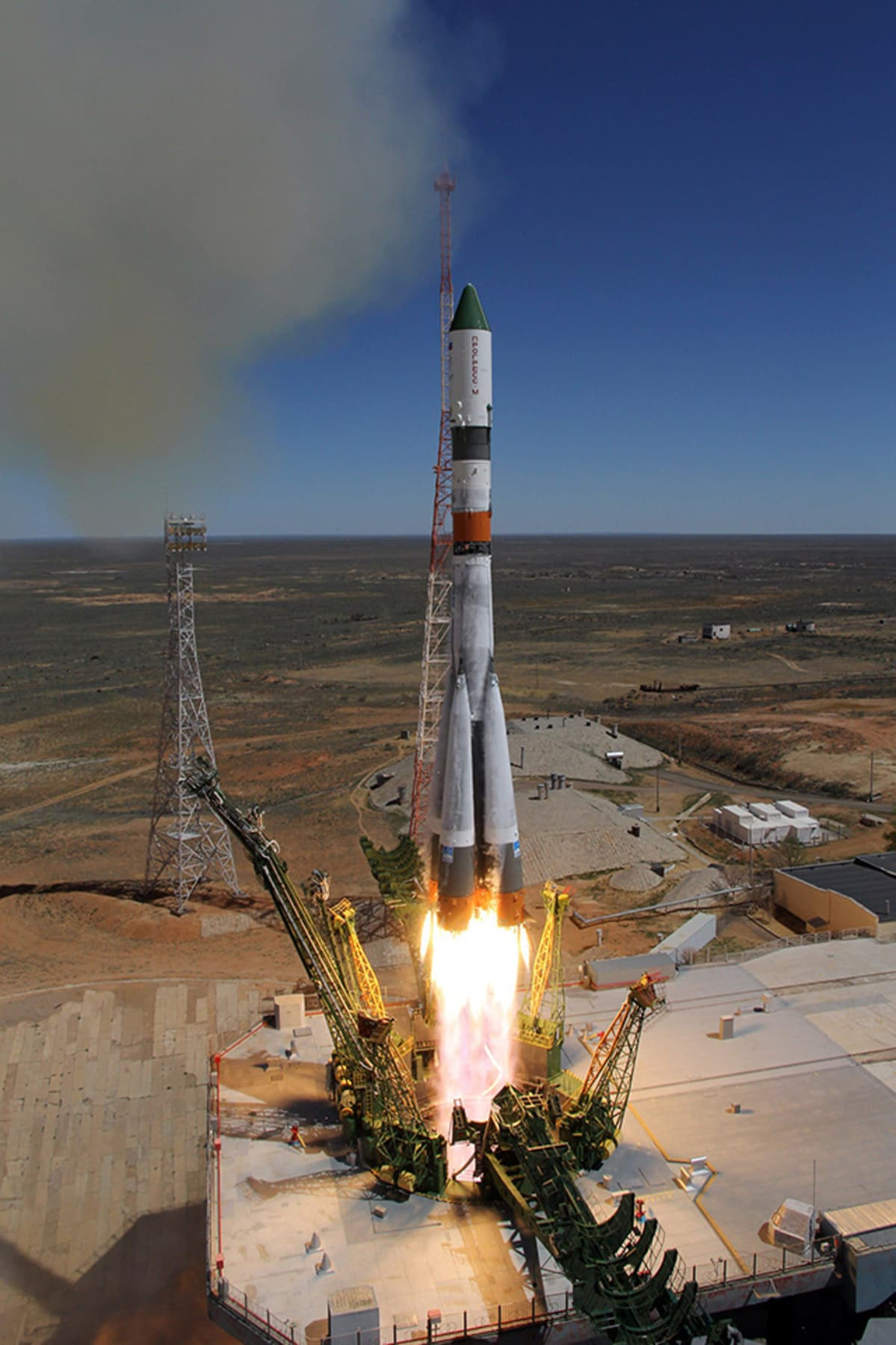 Progress M-27M laukaistiin Sojuz-raketin nokassa Baikonurin avaruuskeskuksesta Kazaksanista varhain tiistaina.