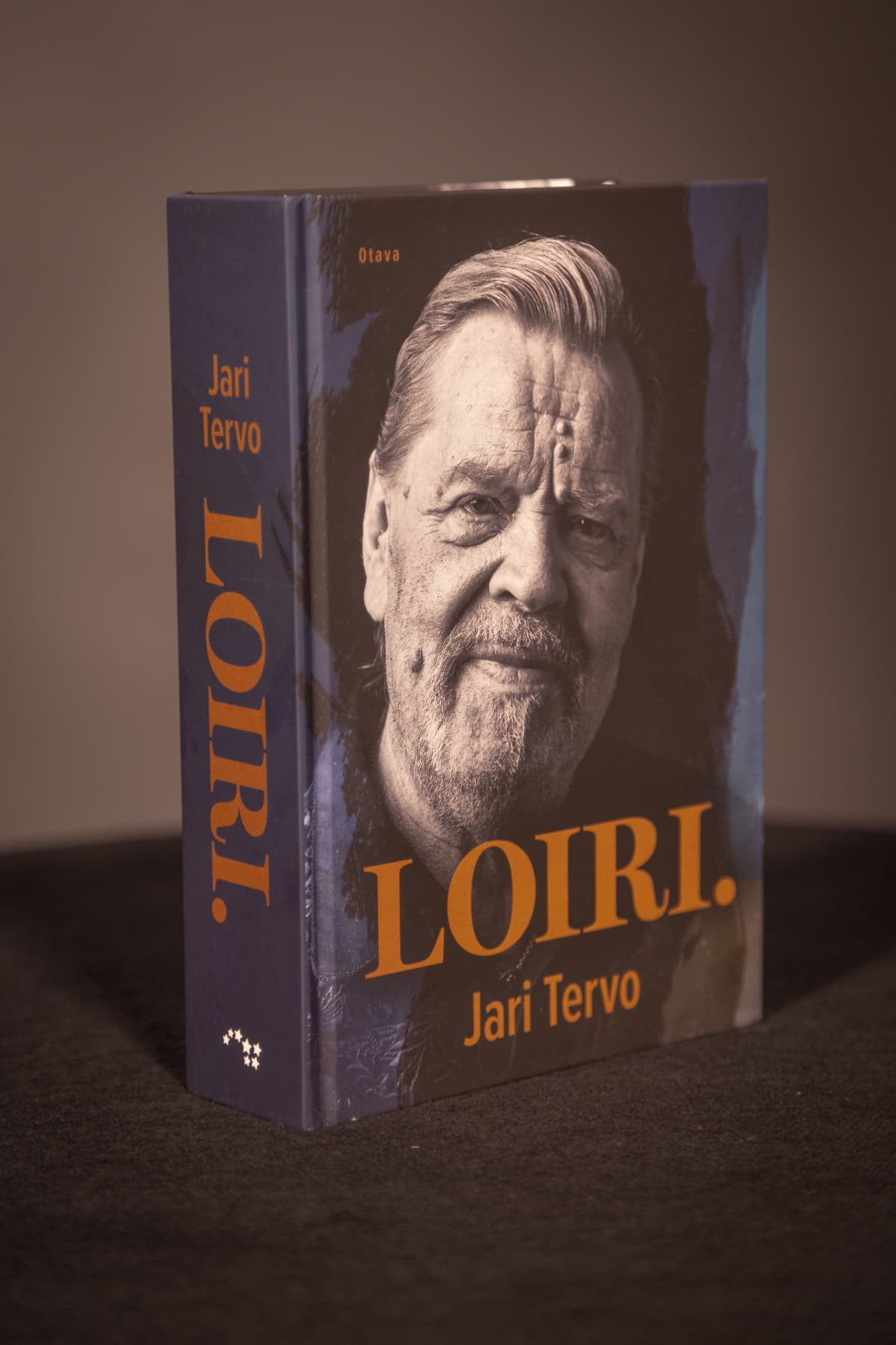 Jari Tervon kirja Loiri.