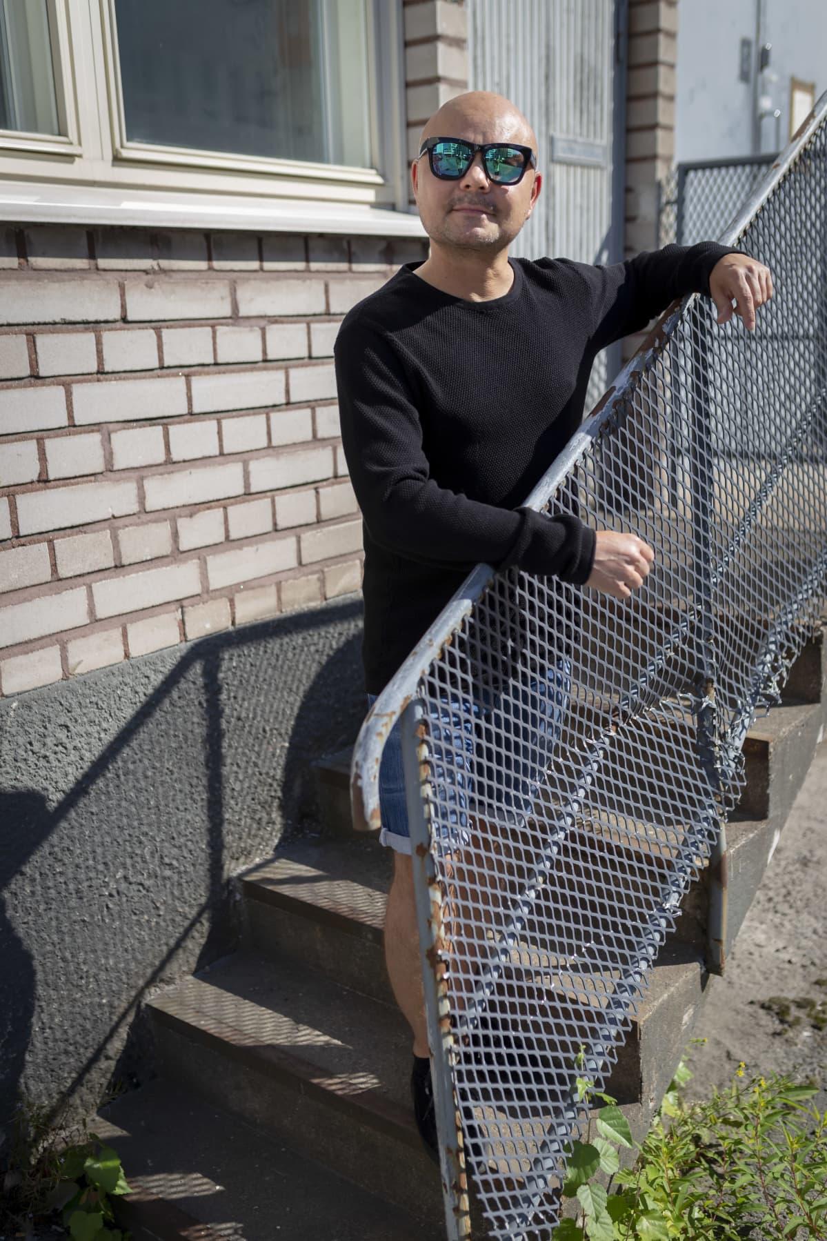 NRJ:n musiikkipäällikkö Marcus Sjöström Lautasaaressa.
