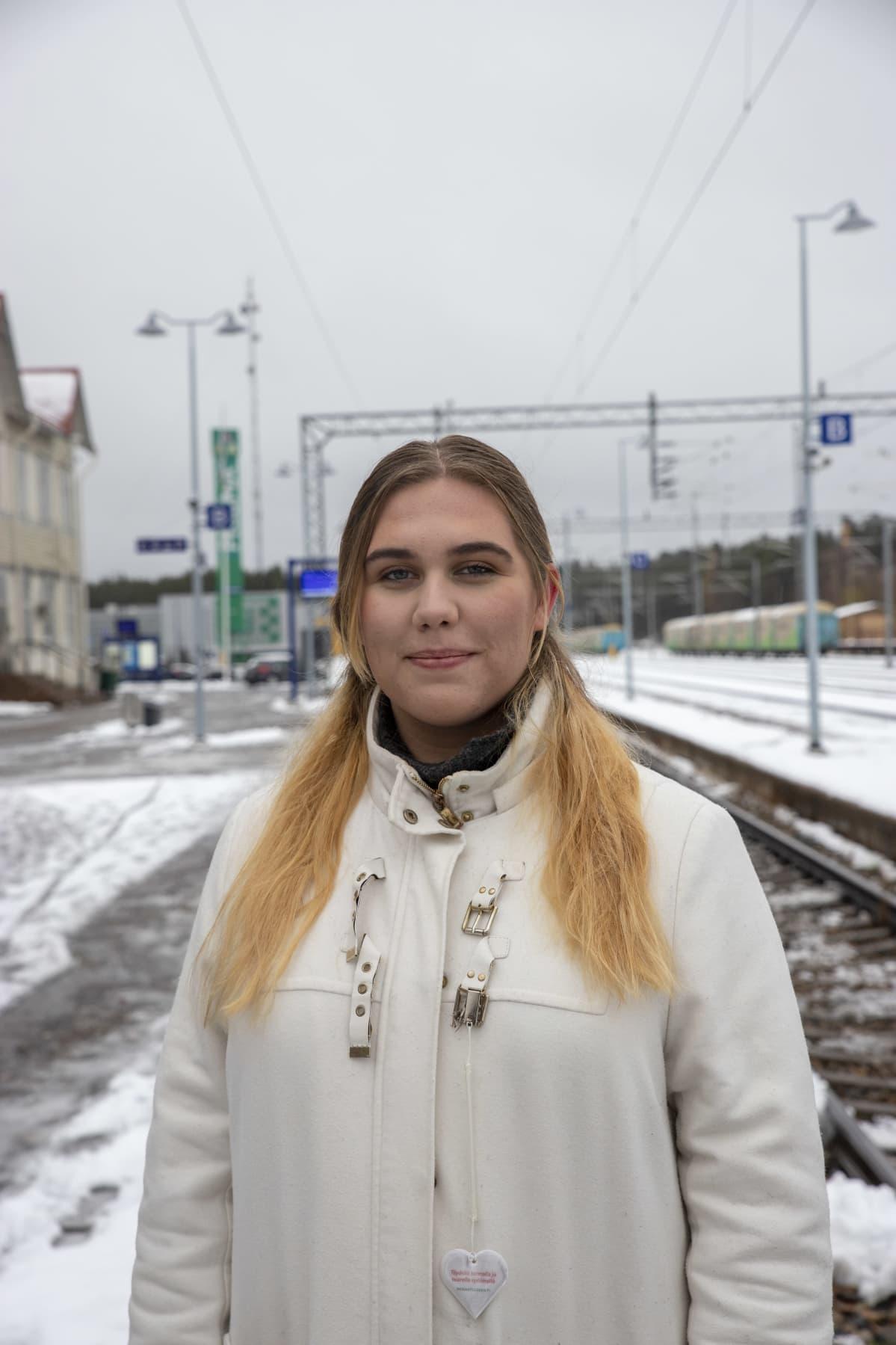 Jonna Kyllönen henkilökuvassa
