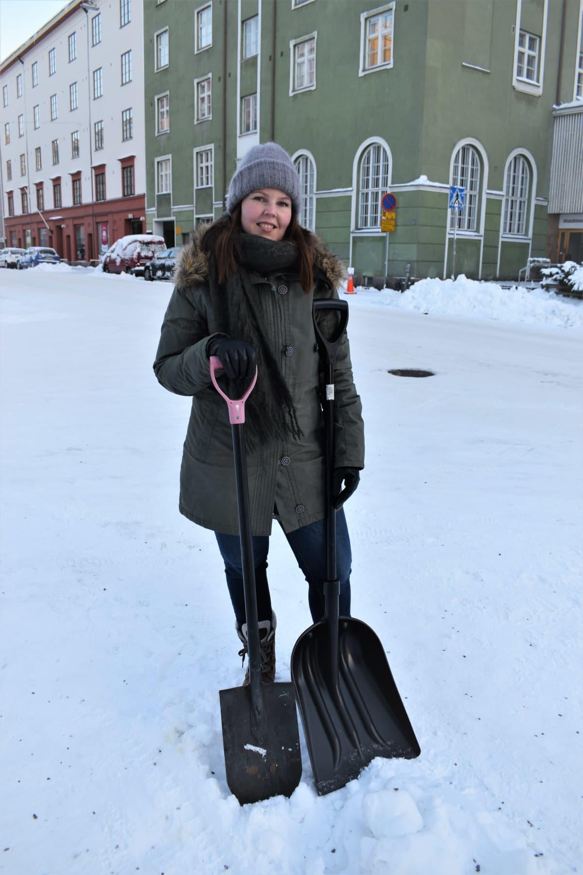Lapiosoturi Katja Kunnari Turusta peräänkuuluttaa yhteisvastuuta lumiesteiden poistamisessa