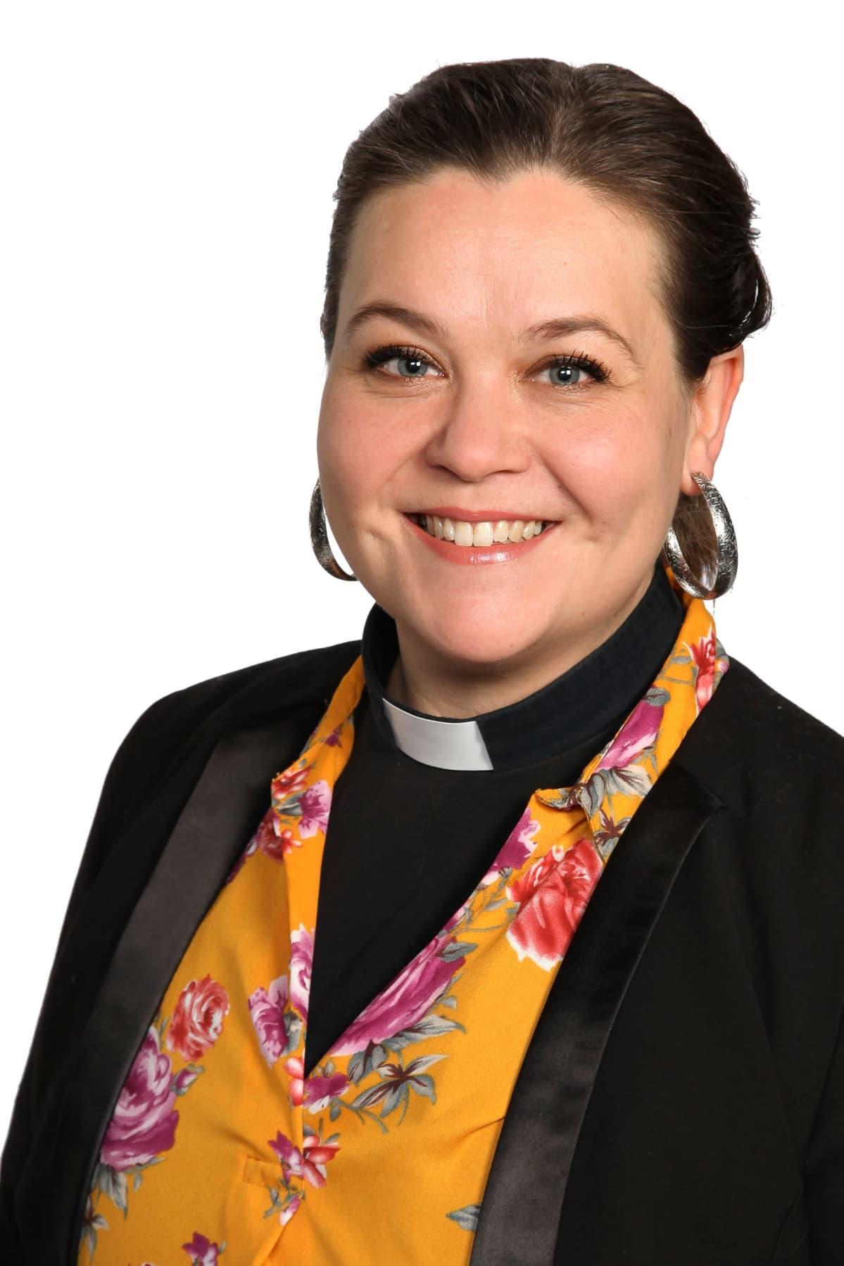 Joensuun seurakunnan uusi kirkkoherra Katri Vilén.