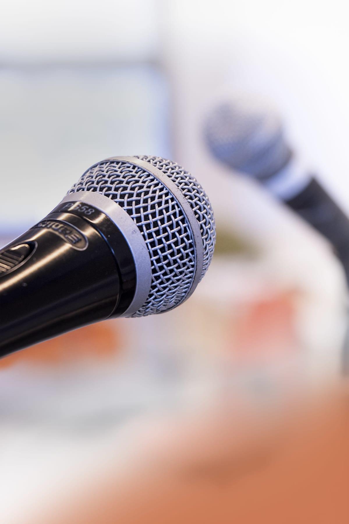 Mikrofoneja.