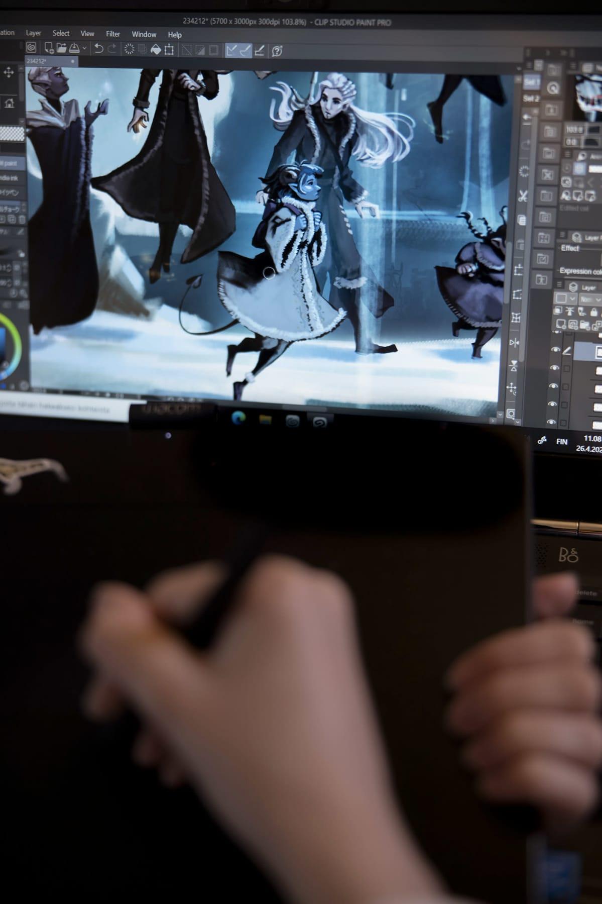 Tietokoneen ruudulla näkyy piirtopöydällä piirrettäviä hahmoja.