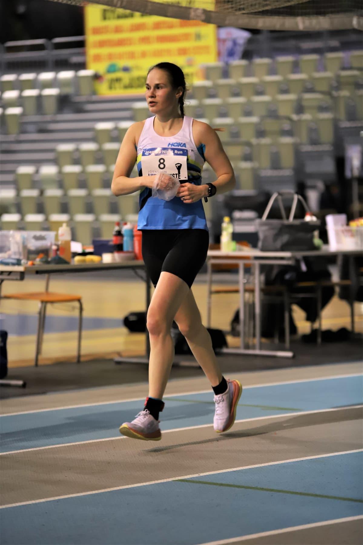 Satu Lipiäinen juoksemassa Joensuussa