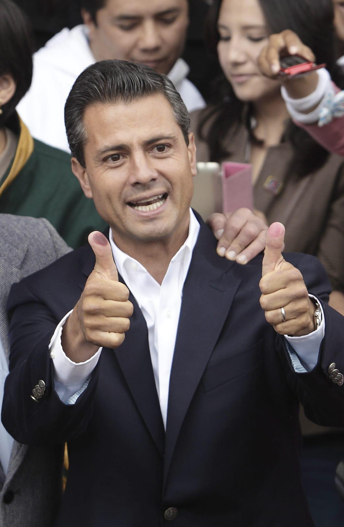 Meksikon presidentti Enrique Peña Nieto äänestämässä 1. heinäkuuta 2012.